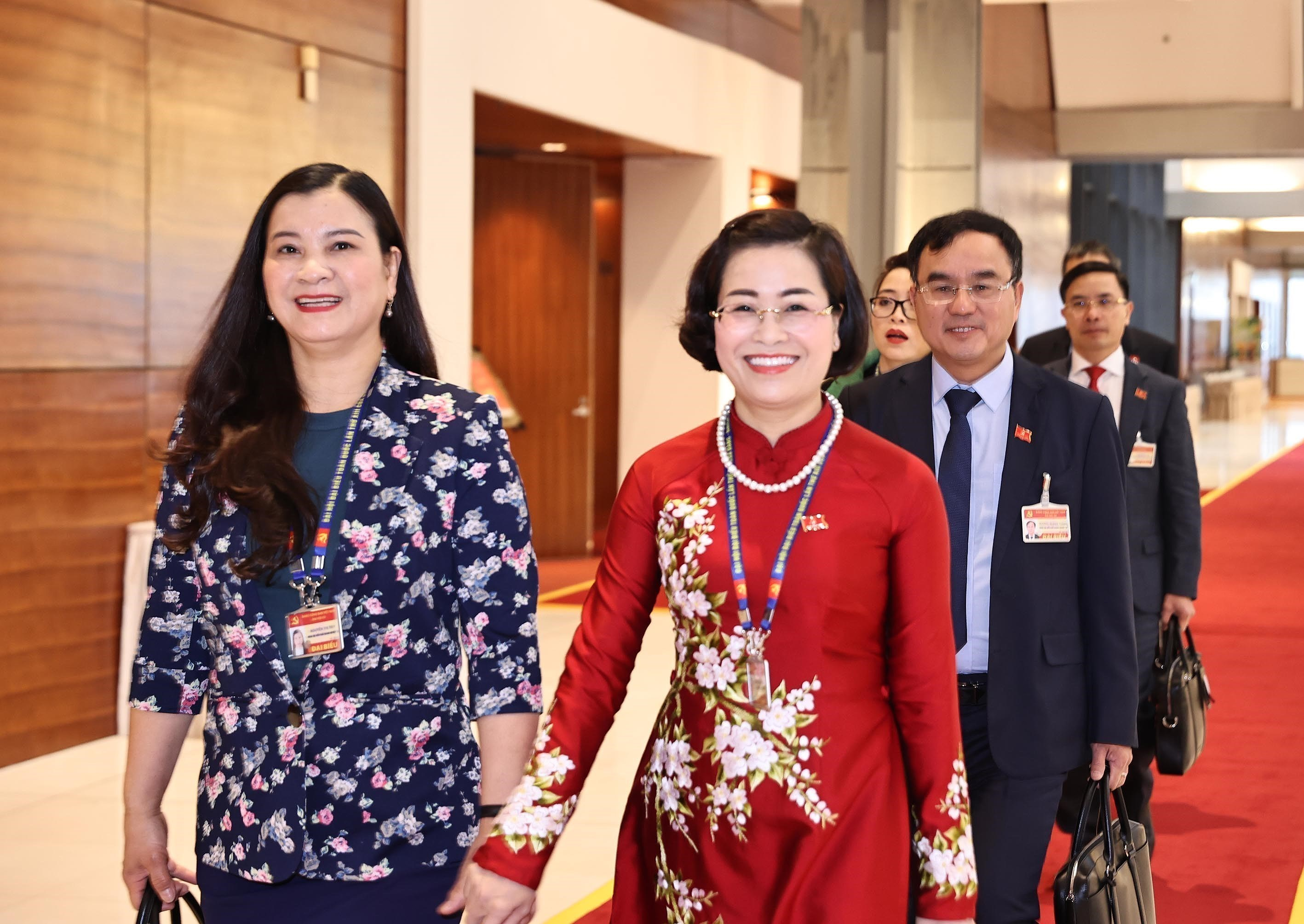 Congress delegates discuss documents on third working day hinh anh 12