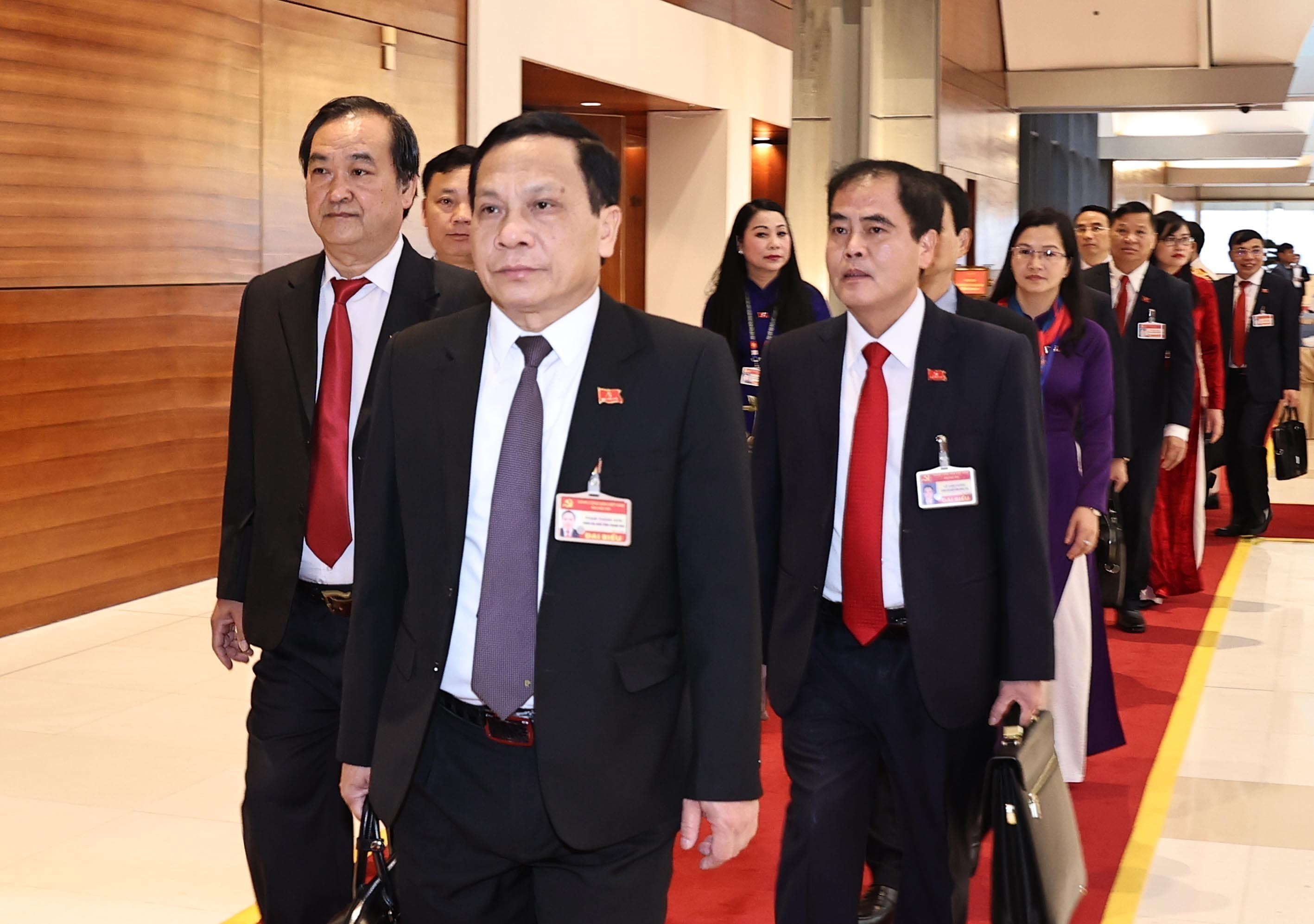 Congress delegates discuss documents on third working day hinh anh 13