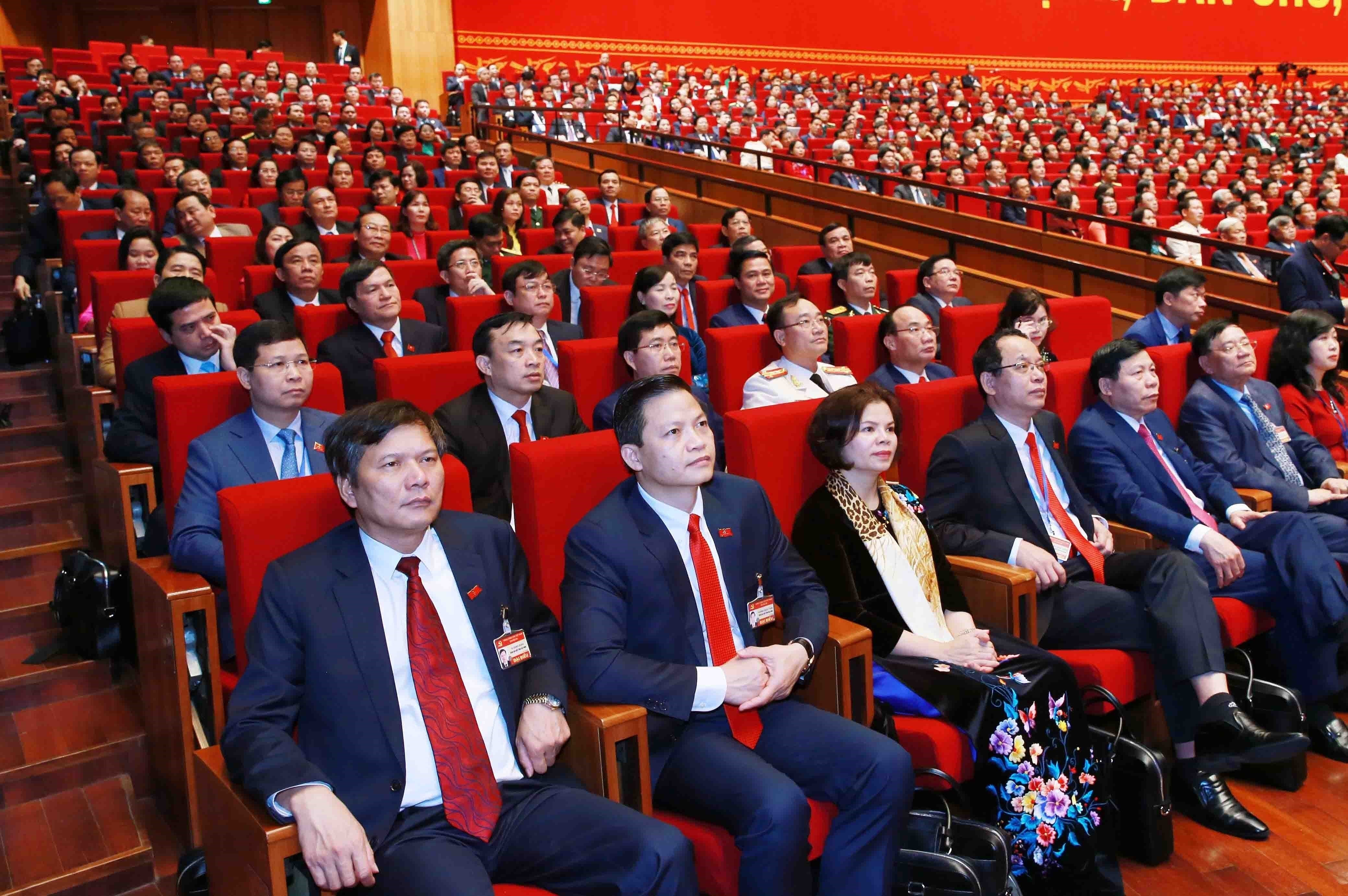 Congress delegates discuss documents on third working day hinh anh 5