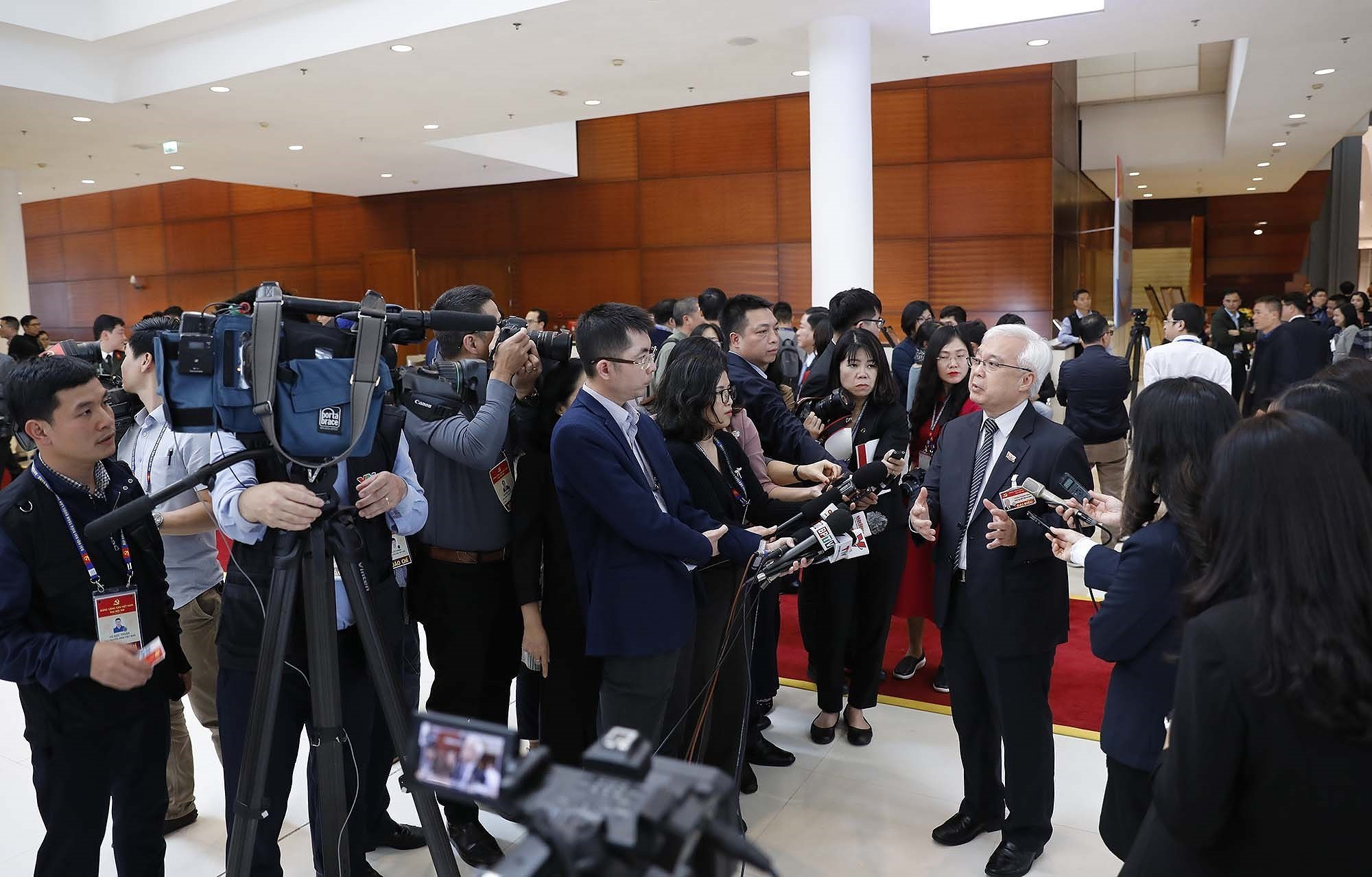 Delegates grant interviews to press on sidelines of Party Congress hinh anh 3