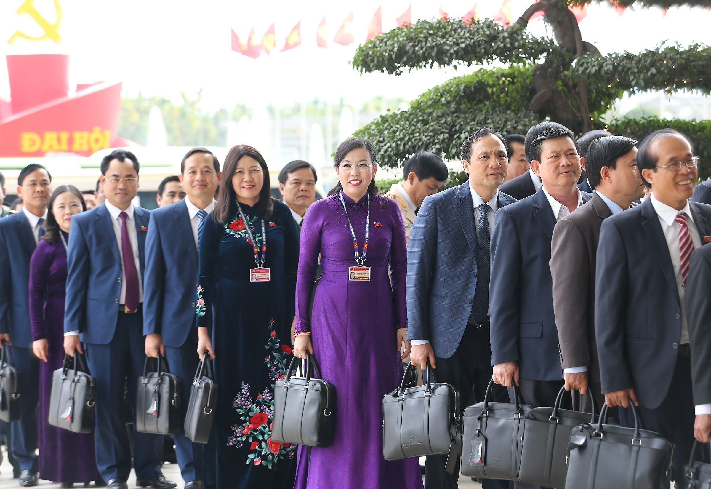 Congress continues discussion on draft documents hinh anh 13
