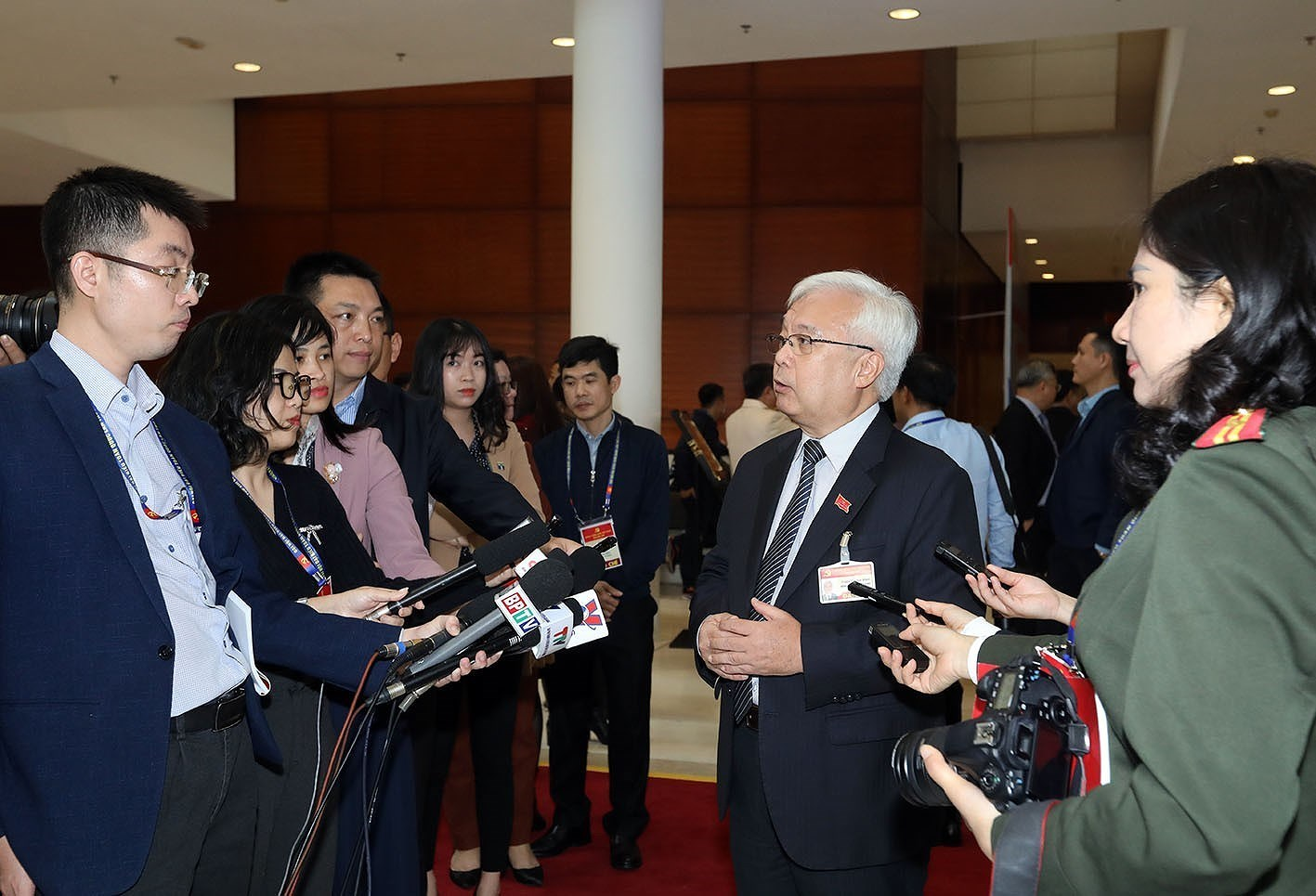 Delegates grant interviews to press on sidelines of Party Congress hinh anh 2