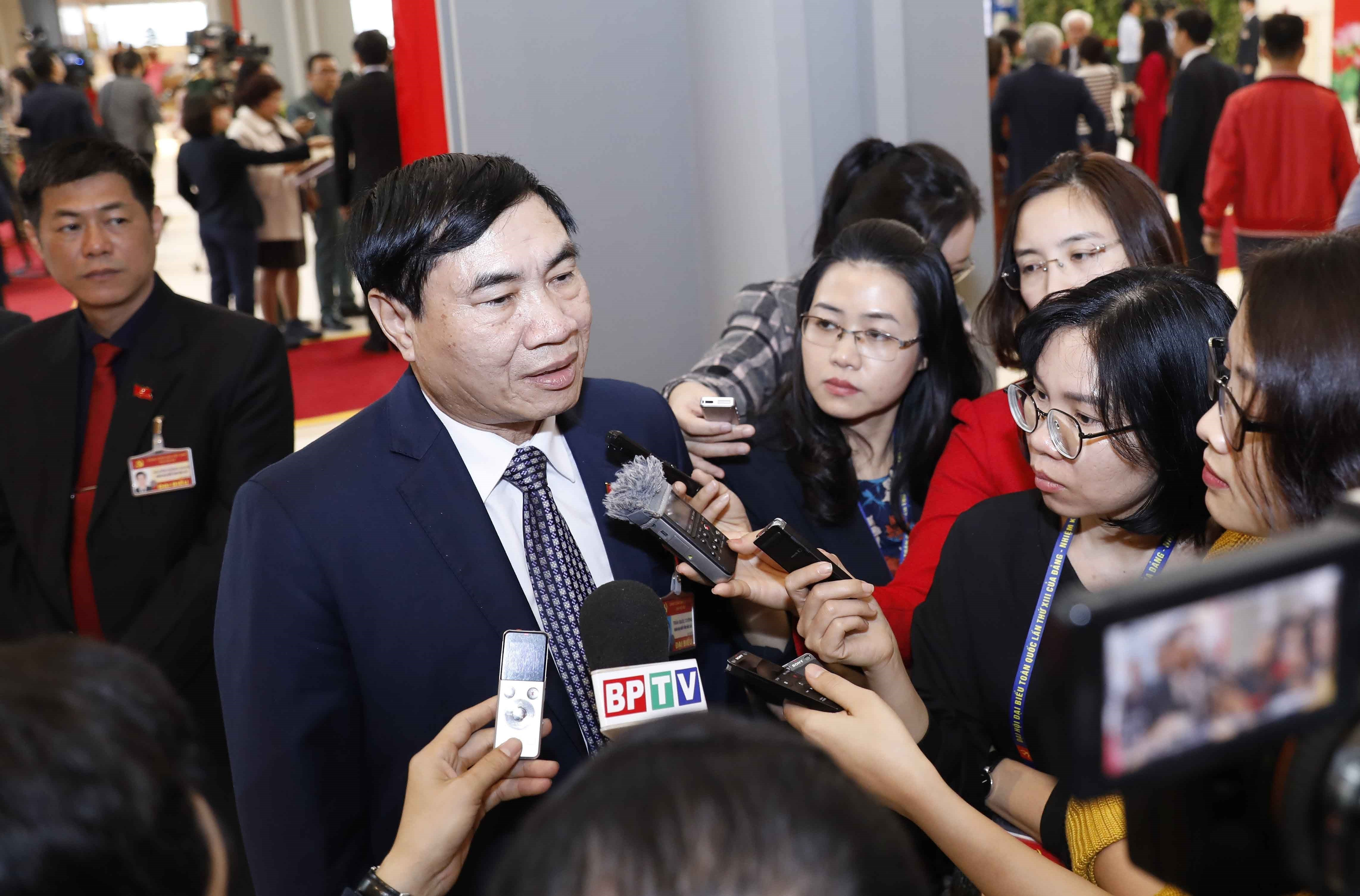 Delegates grant interviews to press on sidelines of Party Congress hinh anh 4