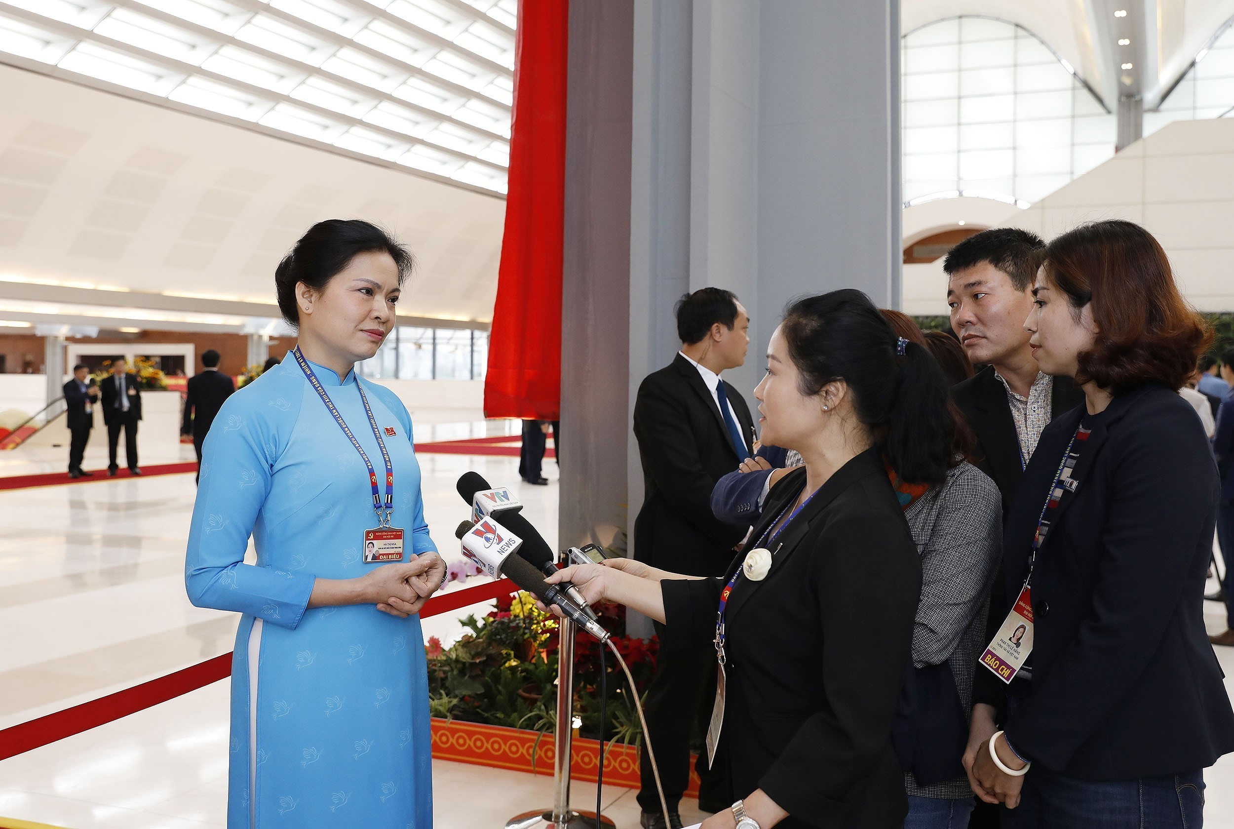 Delegates grant interviews to press on sidelines of Party Congress hinh anh 5
