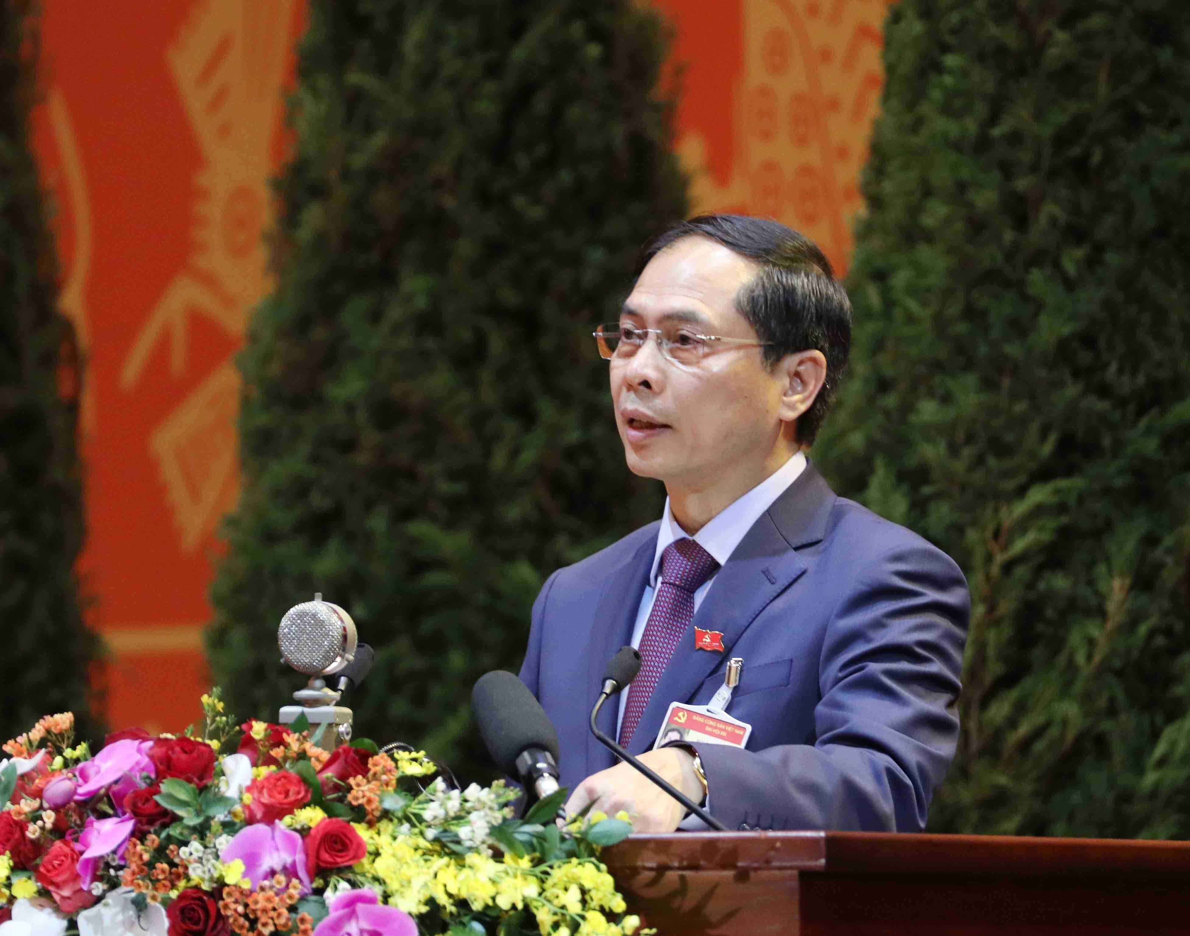 Congress continues discussion on draft documents hinh anh 1