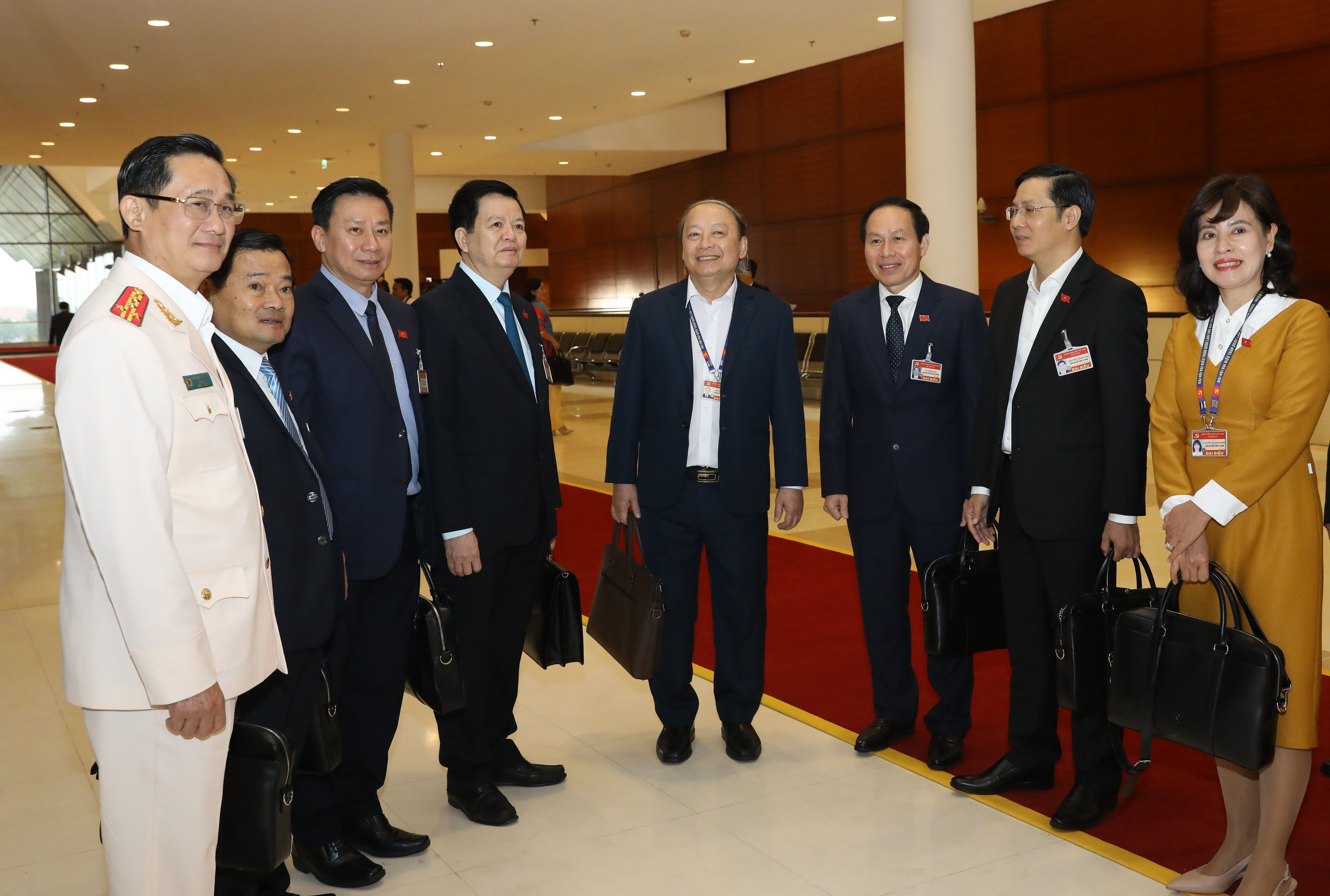 Congress delegates discuss documents on third working day hinh anh 2