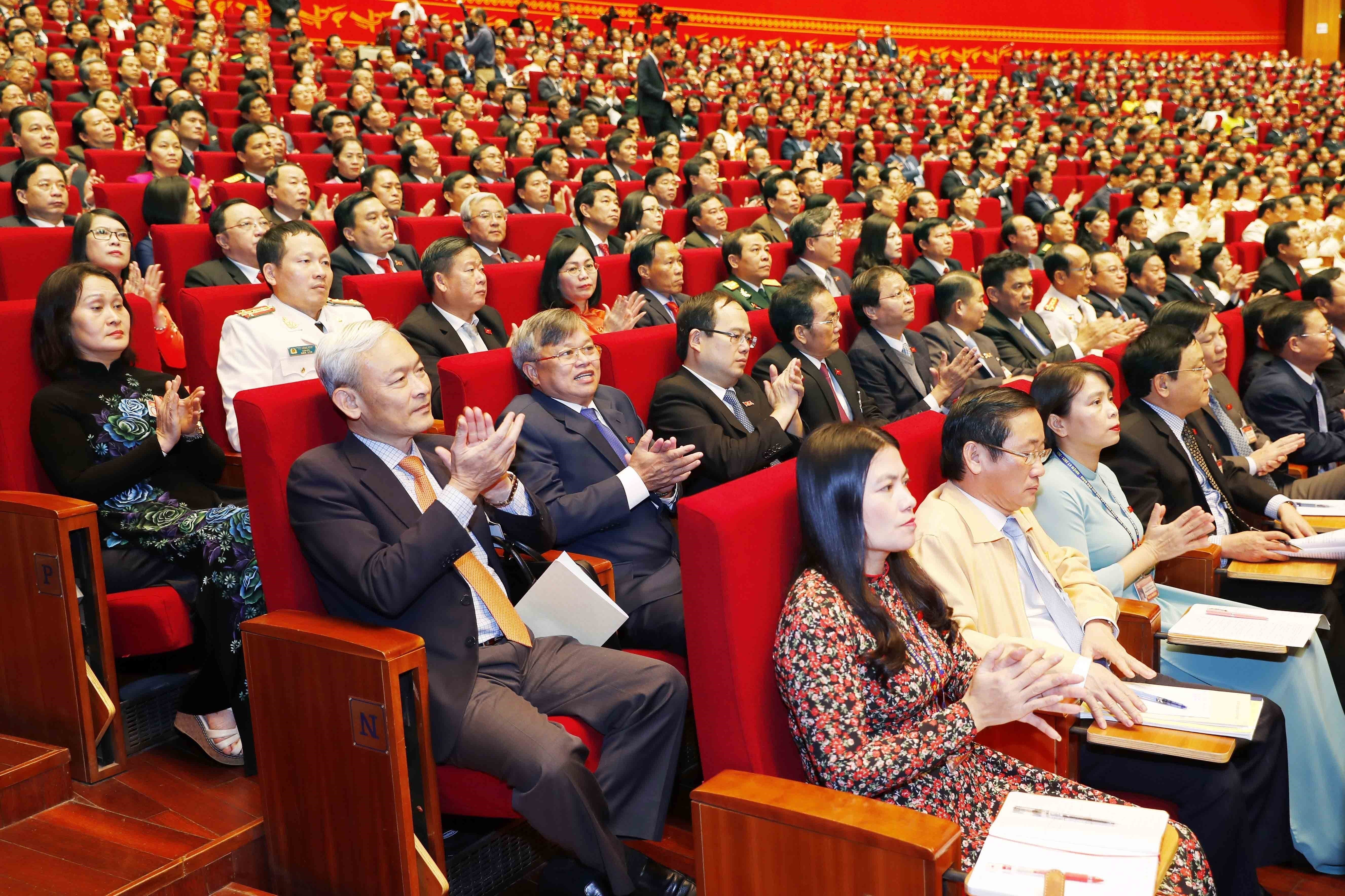 Congress delegates discuss documents on third working day hinh anh 4