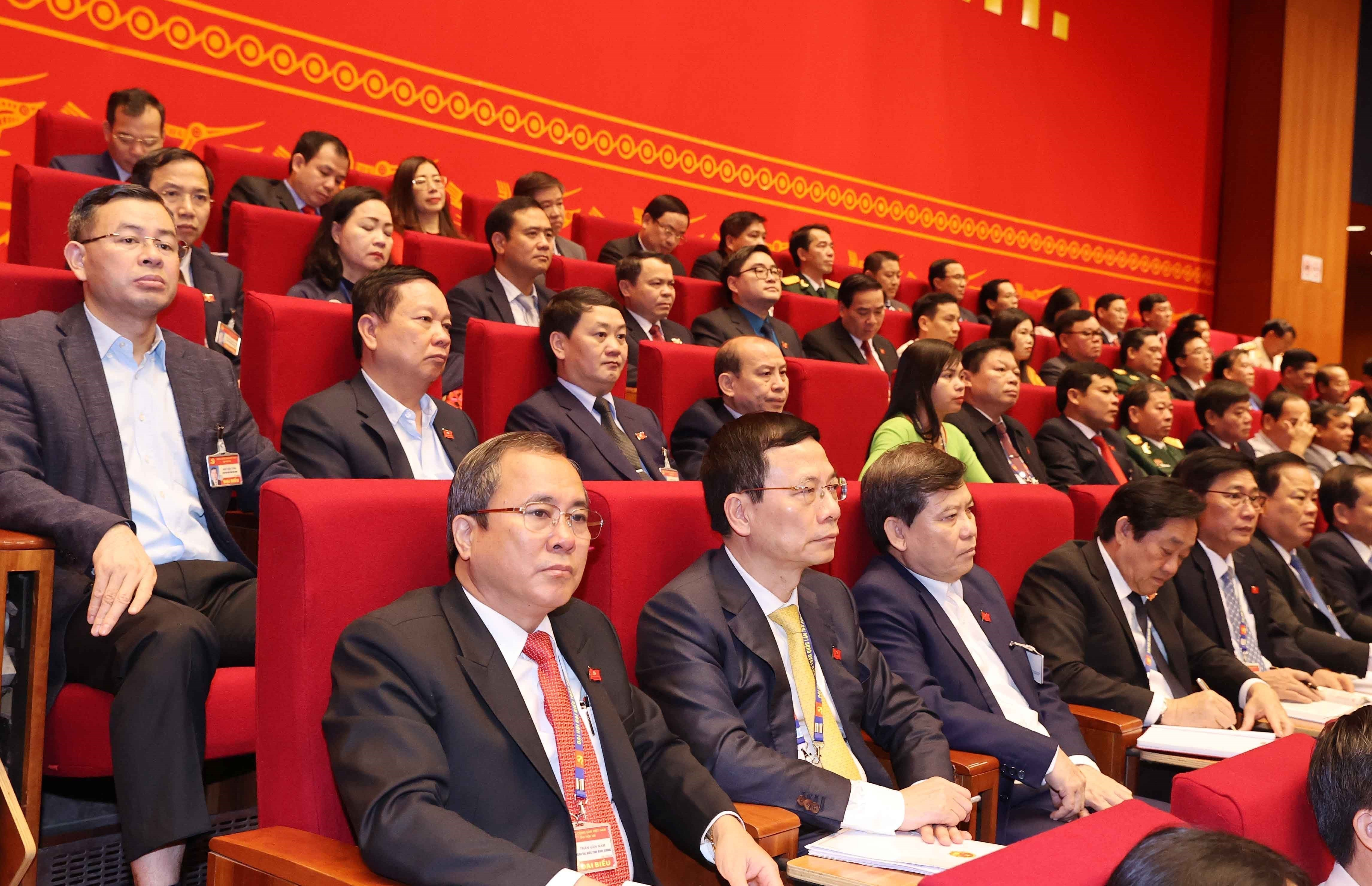 Congress delegates discuss documents on third working day hinh anh 6