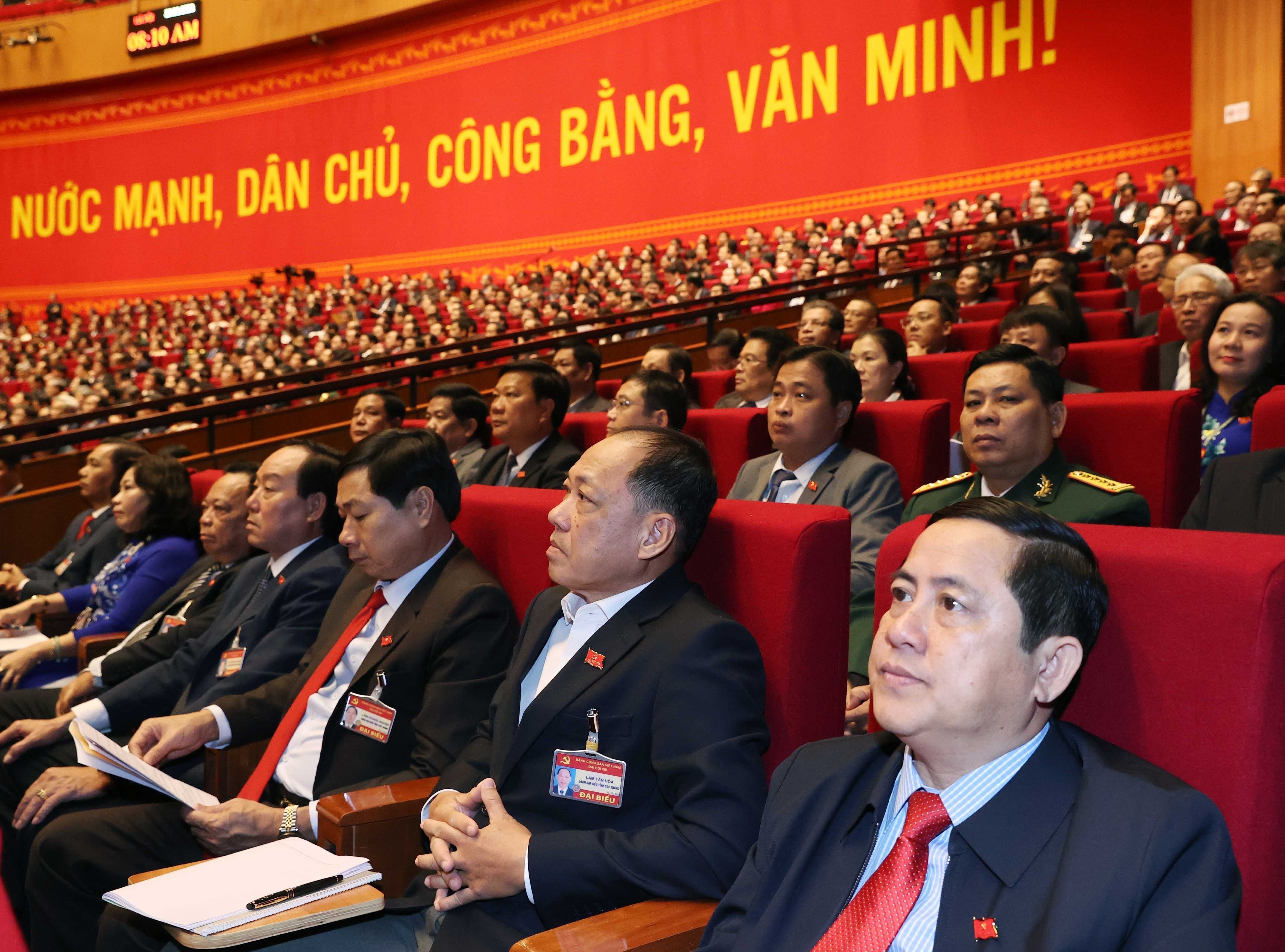 Delegates present discourses on congress's third working day hinh anh 1