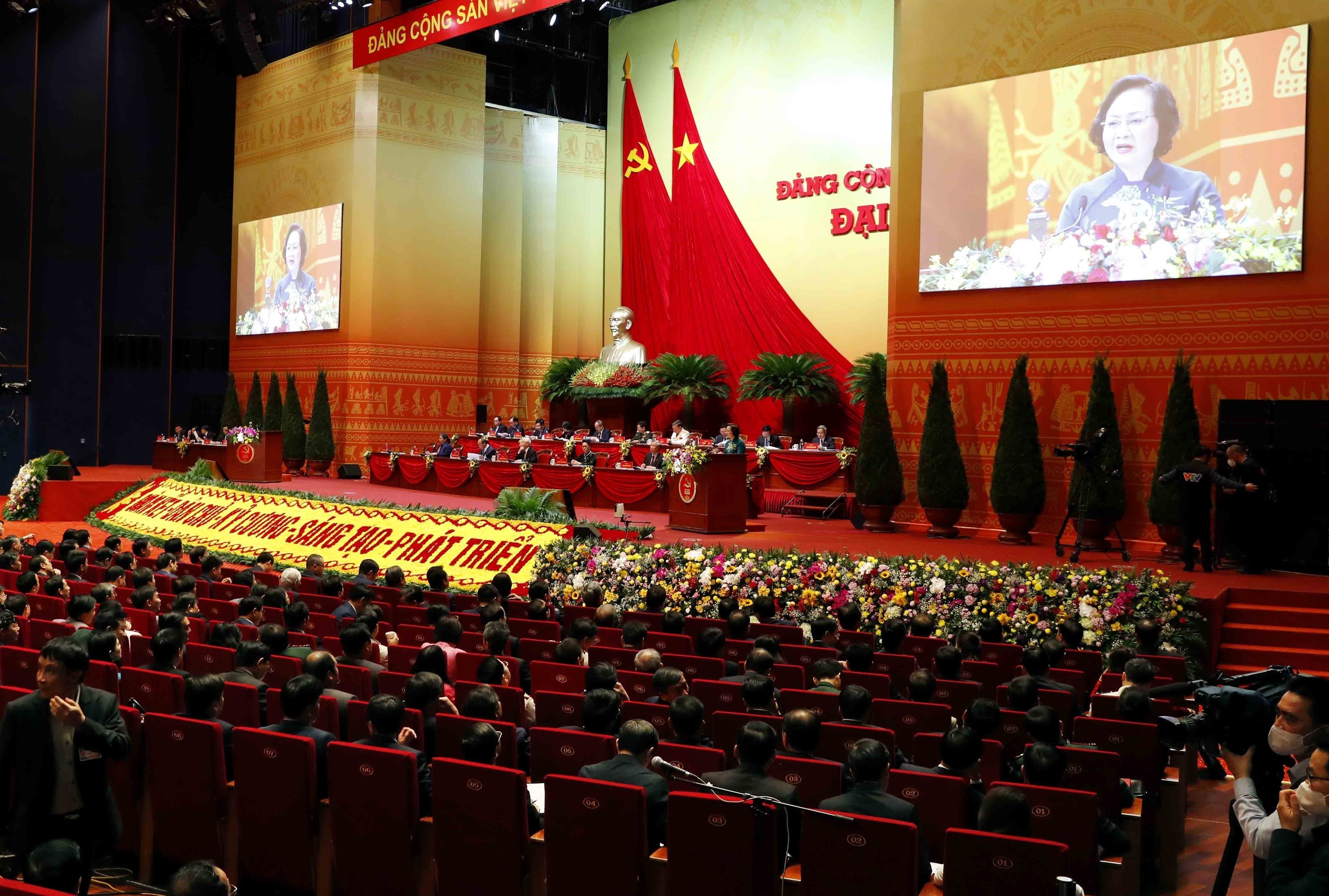 Delegates give more proposals to Party Congress hinh anh 14