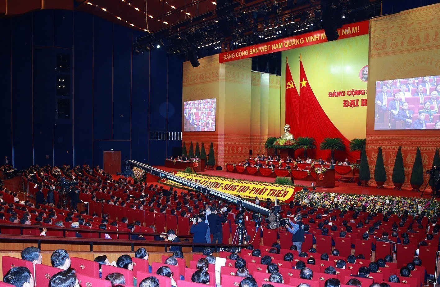 Delegates give more proposals to Party Congress hinh anh 13