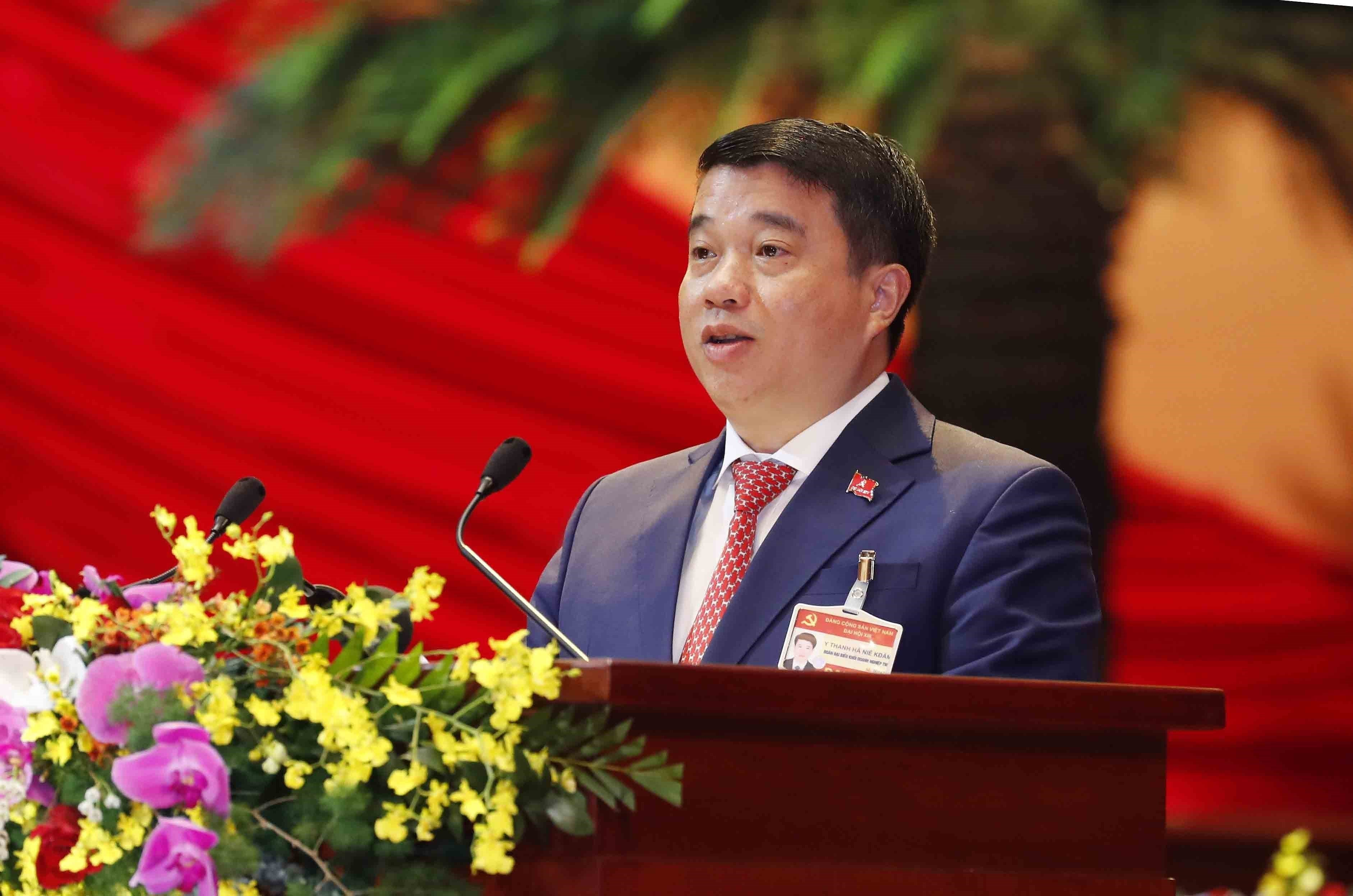 Delegates give more proposals to Party Congress hinh anh 5