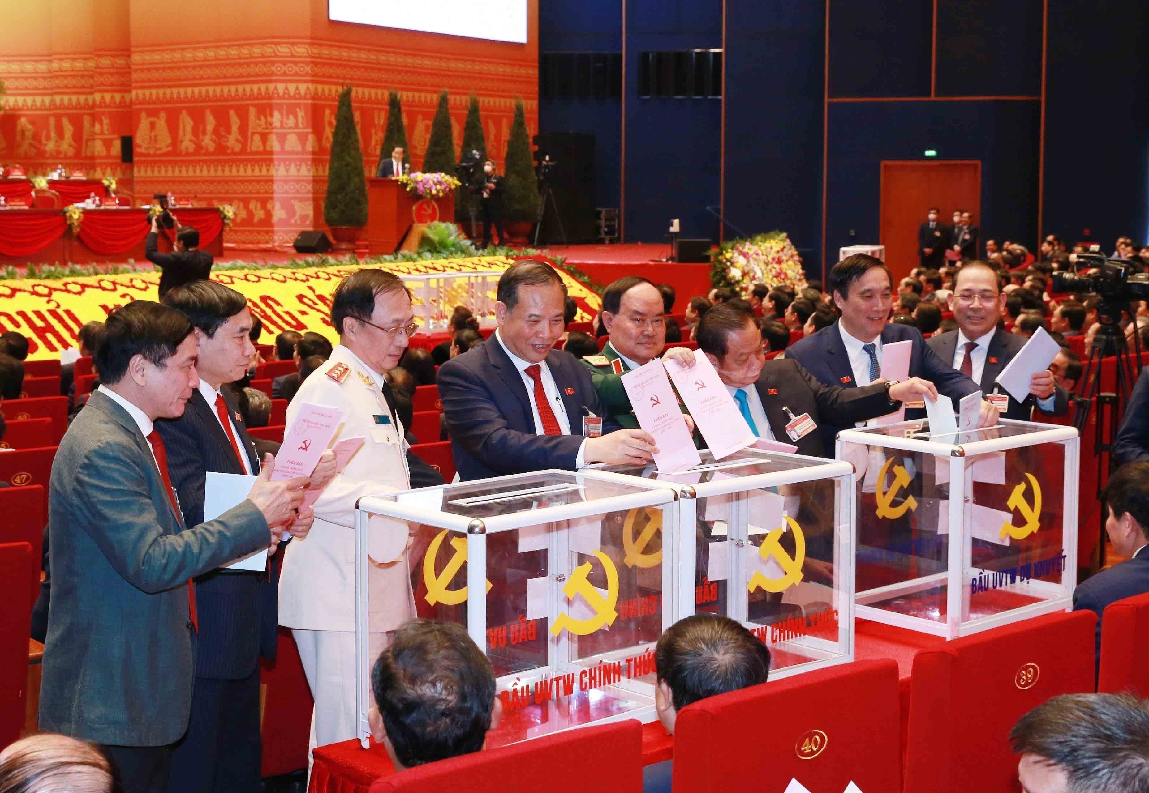 Congress conducts voting on 13th tenure Party Central Committee members hinh anh 2