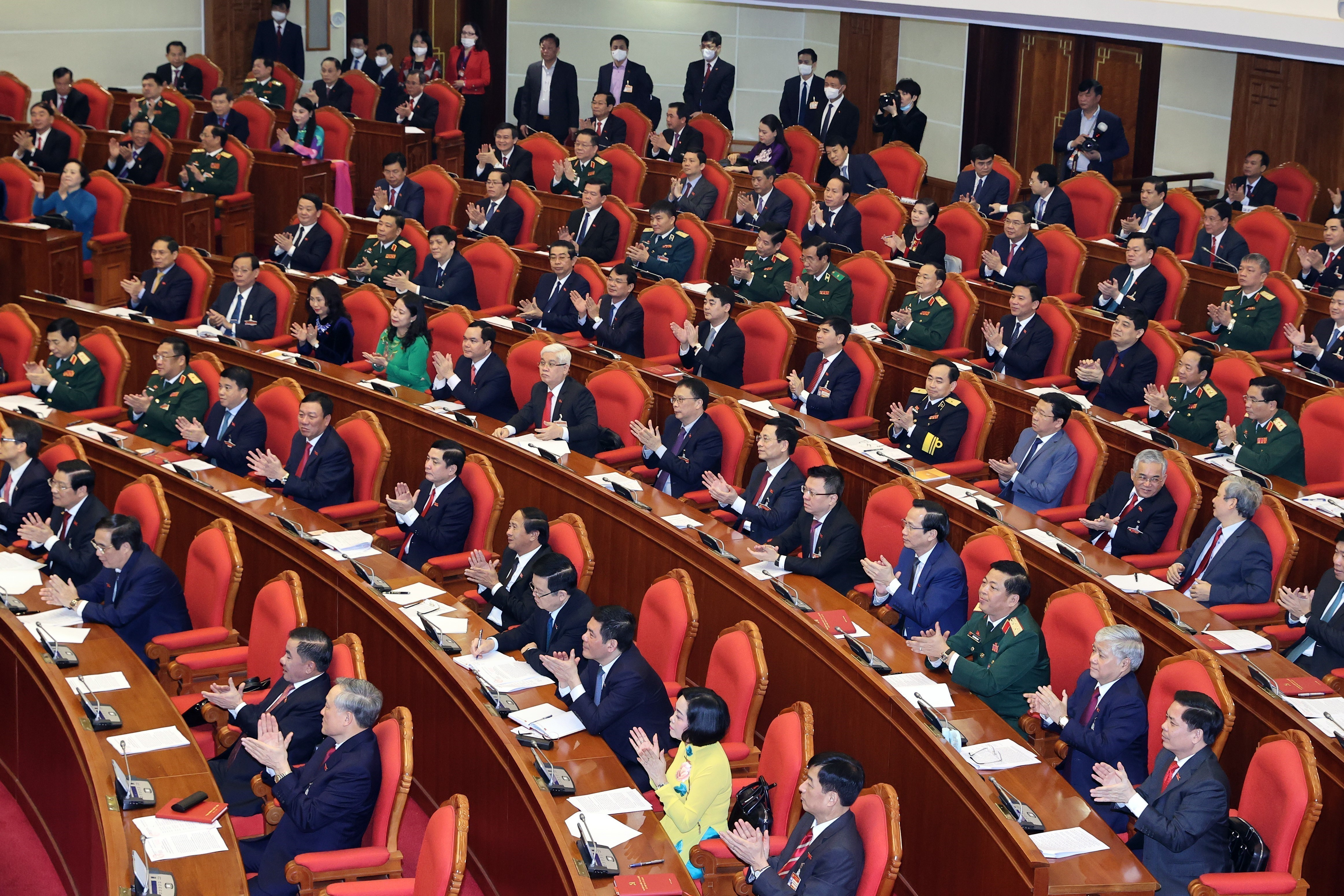 13th Party Central Committee convenes first plenum hinh anh 10