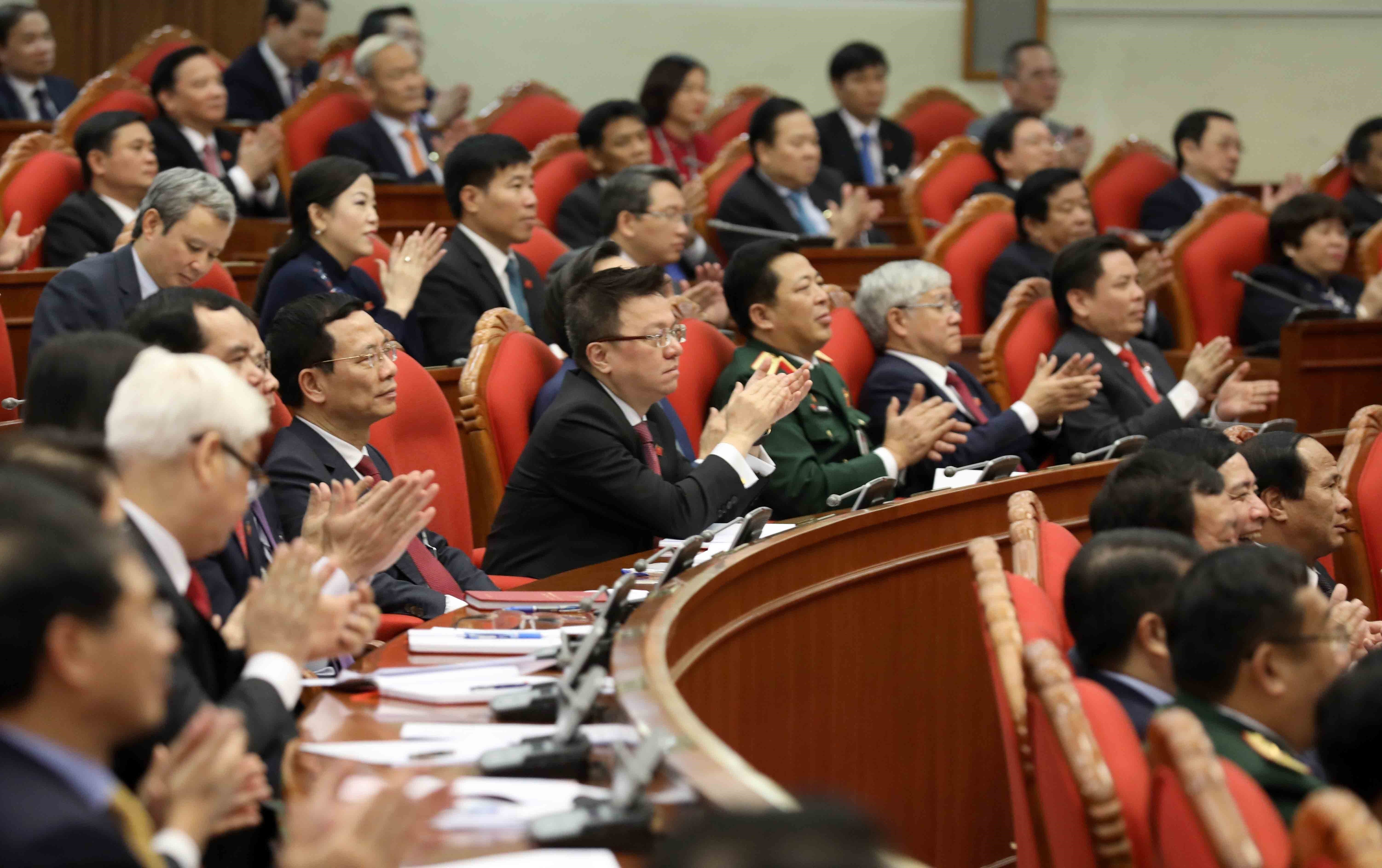 13th Party Central Committee convenes first plenum hinh anh 12