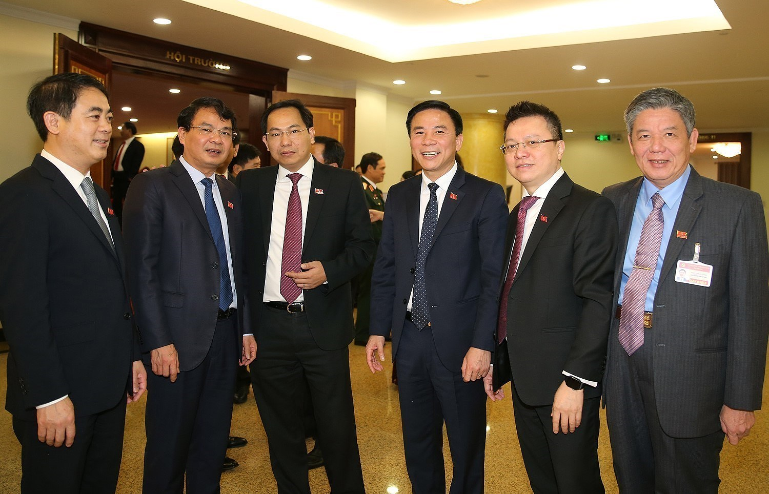 13th Party Central Committee convenes first plenum hinh anh 13