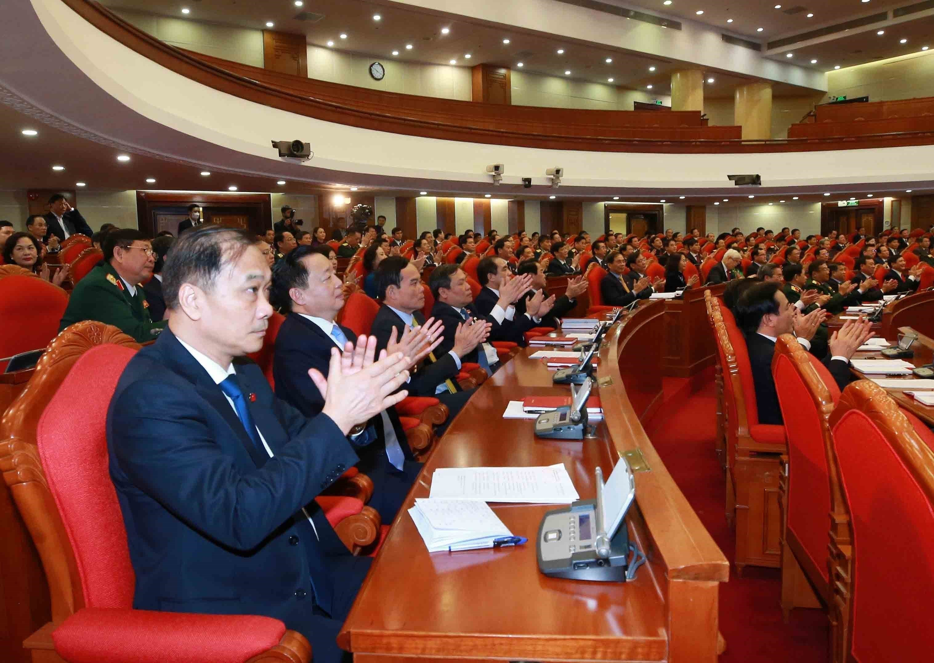 13th Party Central Committee convenes first plenum hinh anh 11
