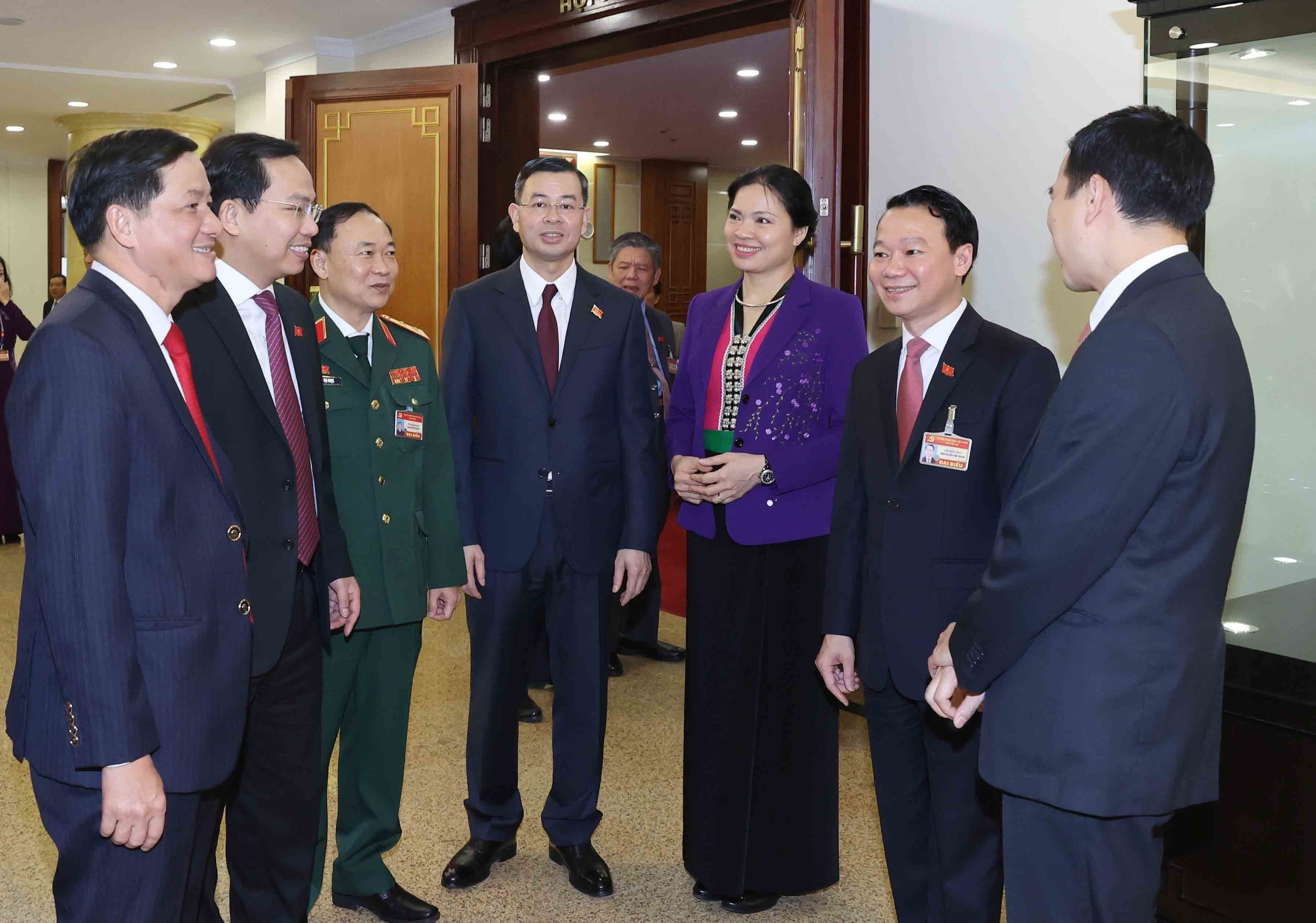 13th Party Central Committee convenes first plenum hinh anh 16