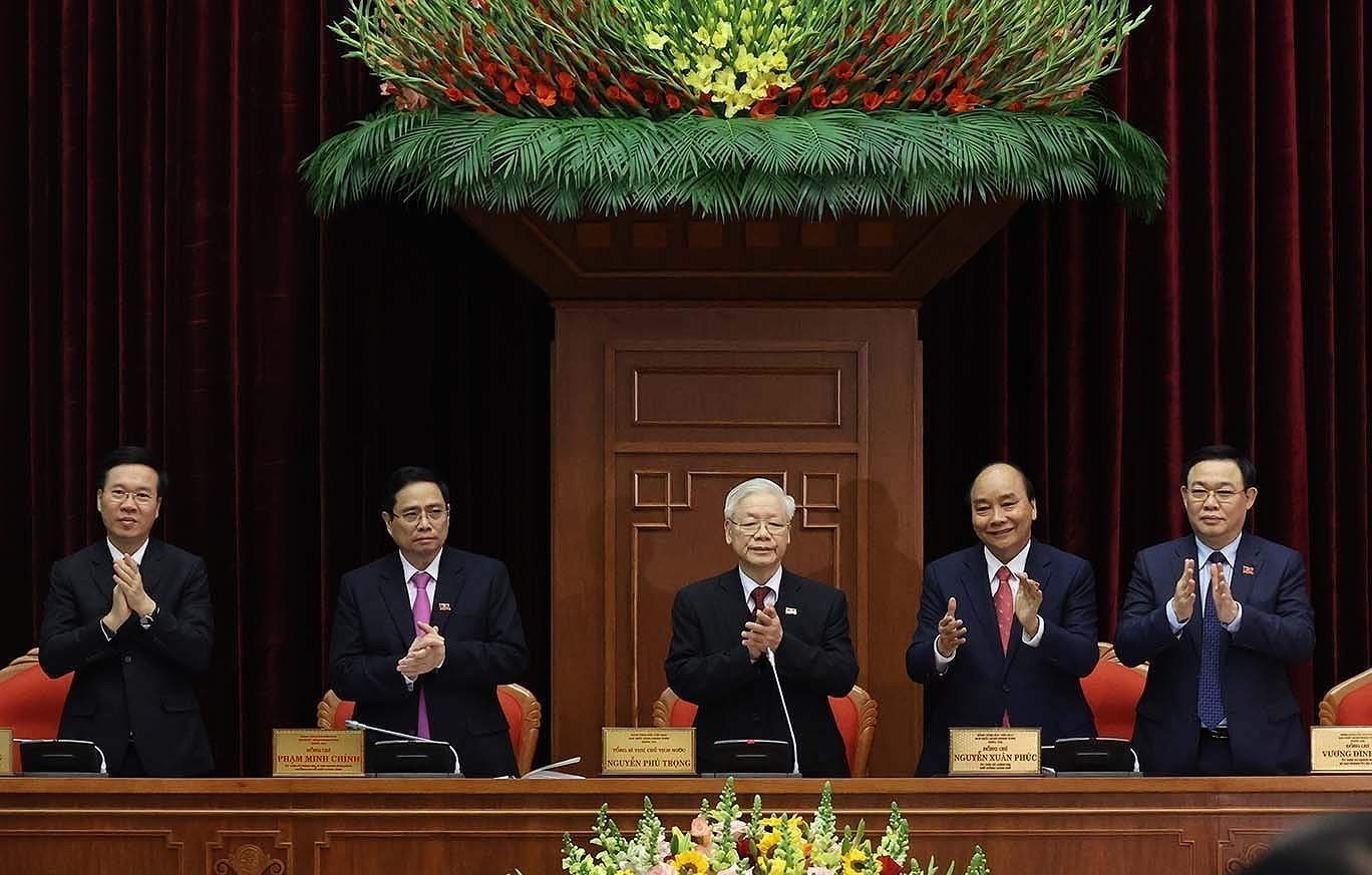13th Party Central Committee convenes first plenum hinh anh 8