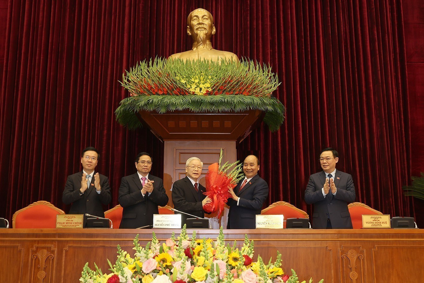 13th Party Central Committee convenes first plenum hinh anh 2