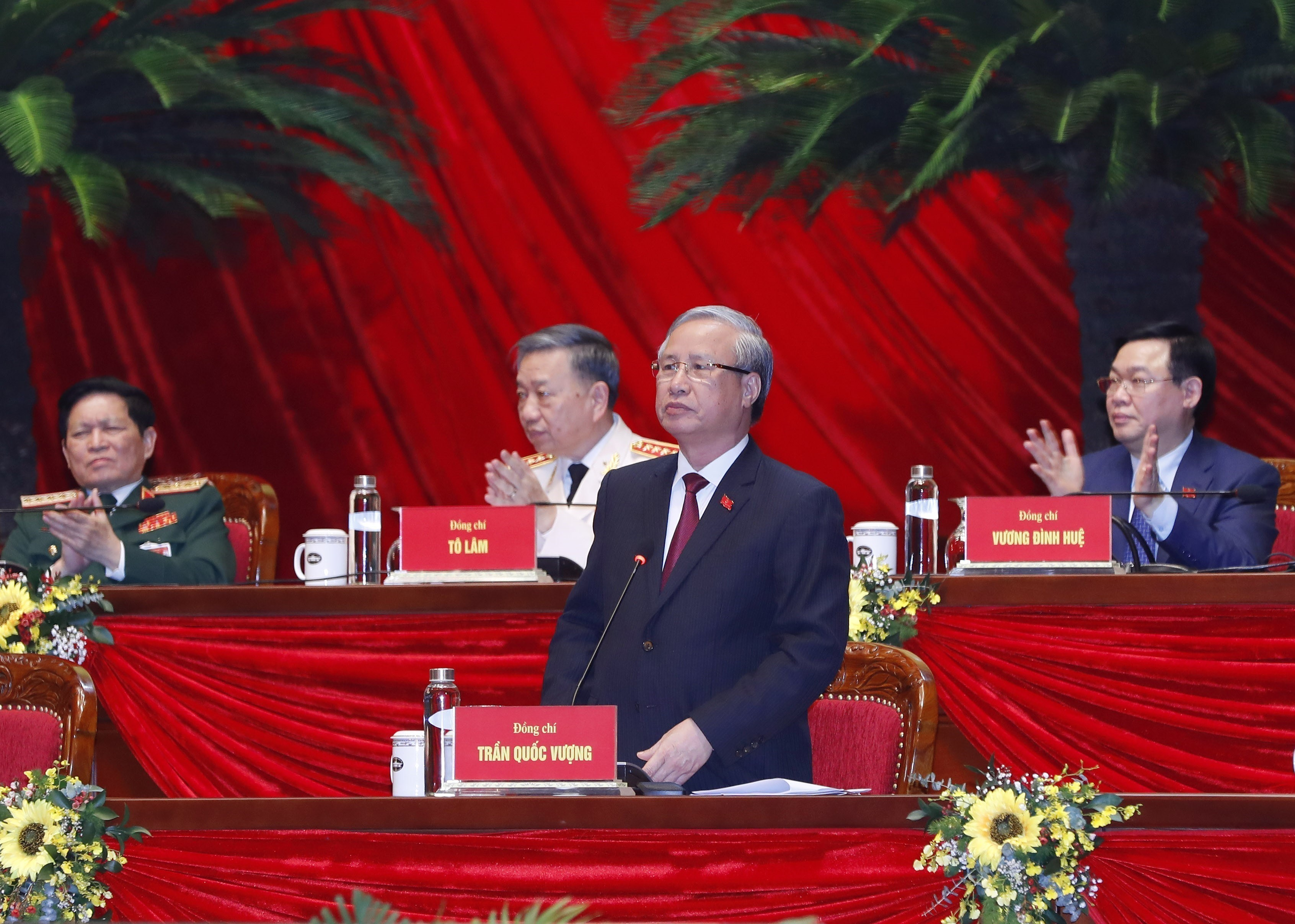 Voting results on new Party Central Committee announced hinh anh 3