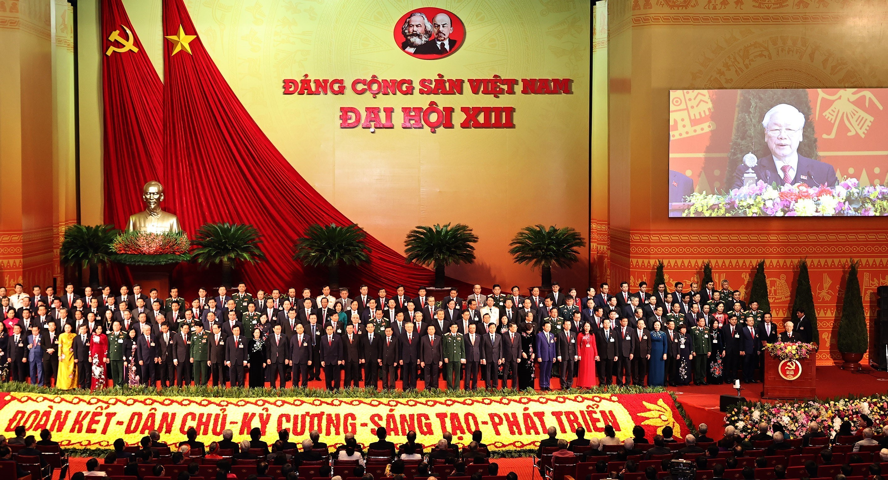 Newly-elected Party Central Committee makes debut hinh anh 1