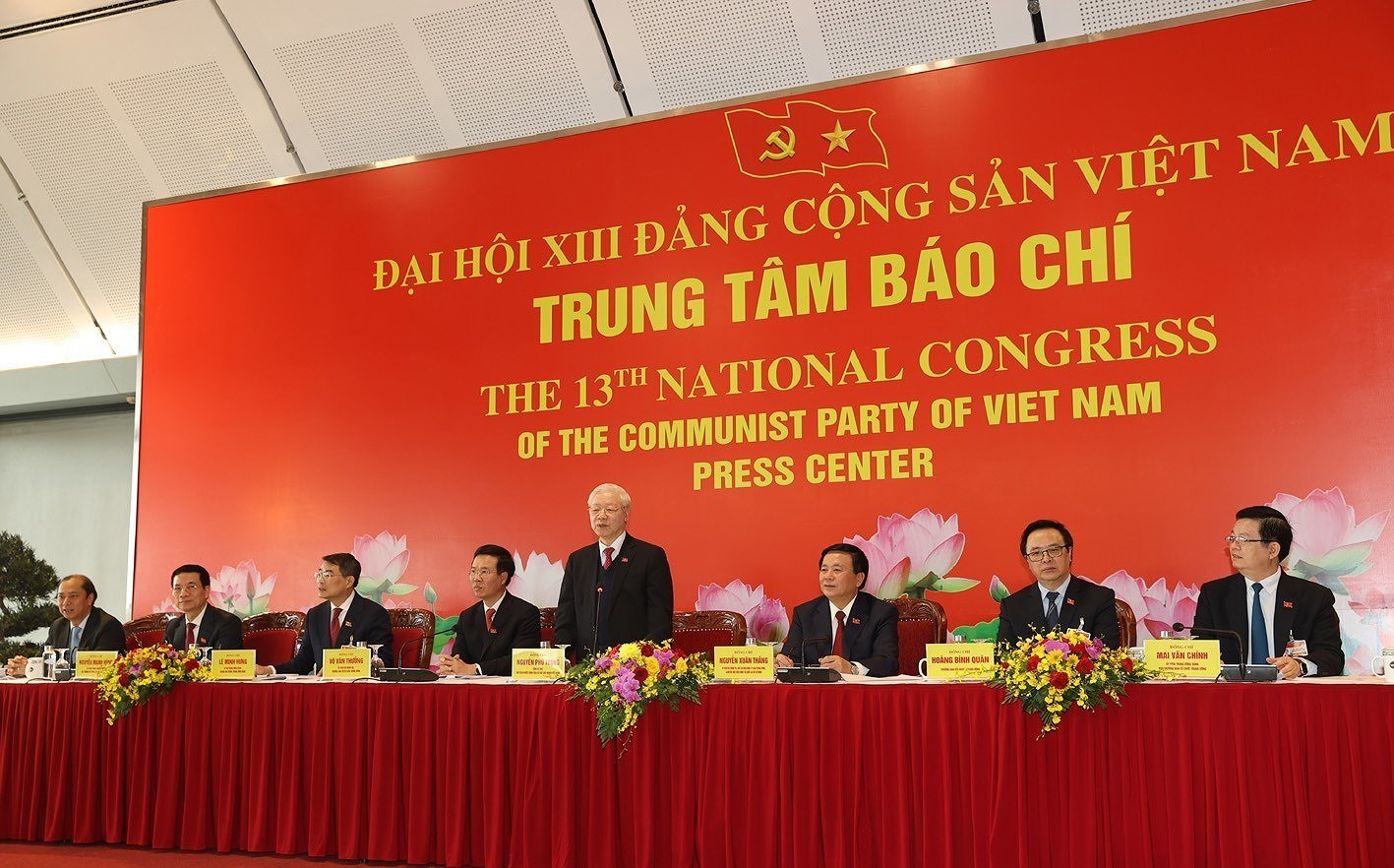 Party General Secretary hosts press briefing on congress's success hinh anh 8