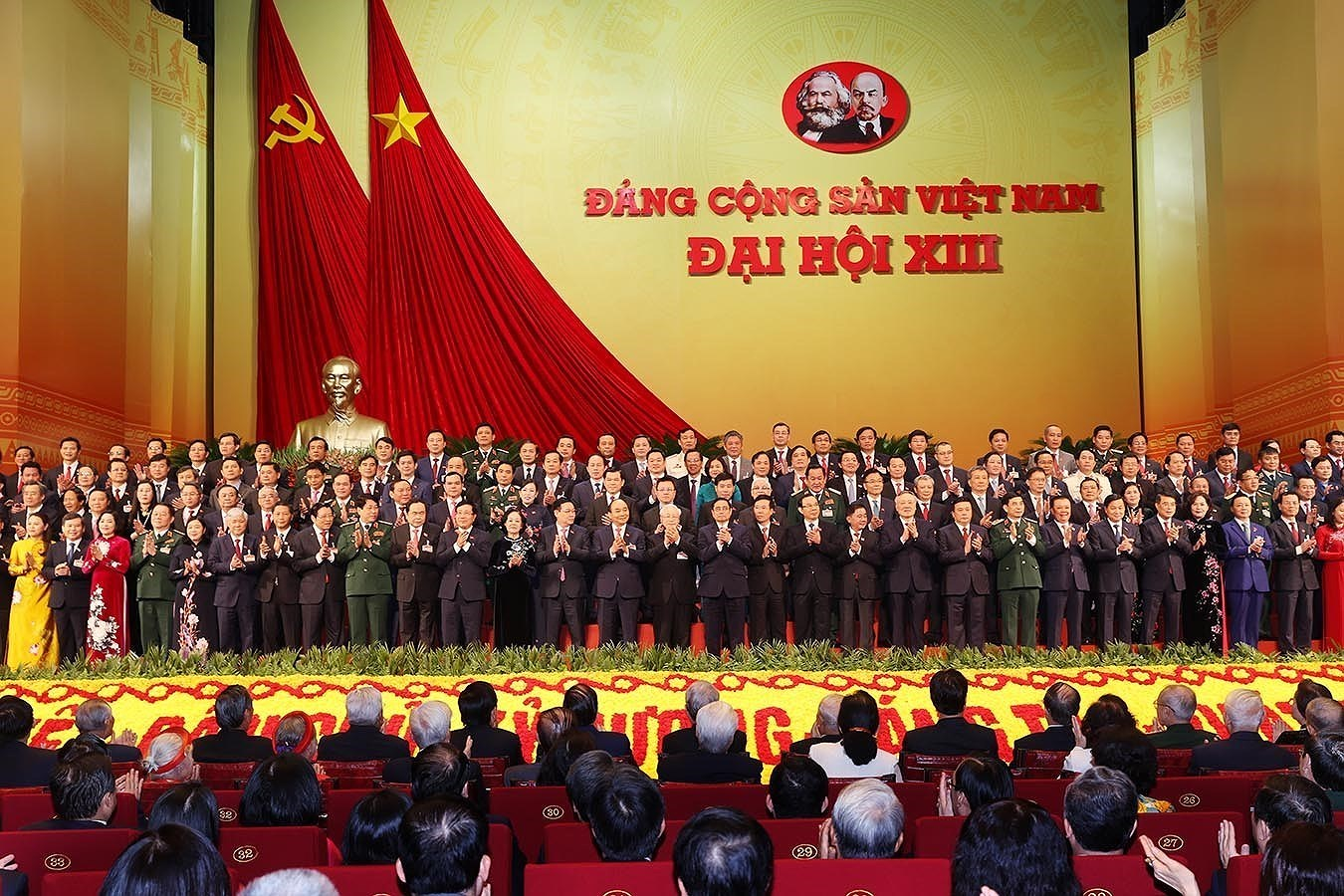 Newly-elected Party Central Committee makes debut hinh anh 11
