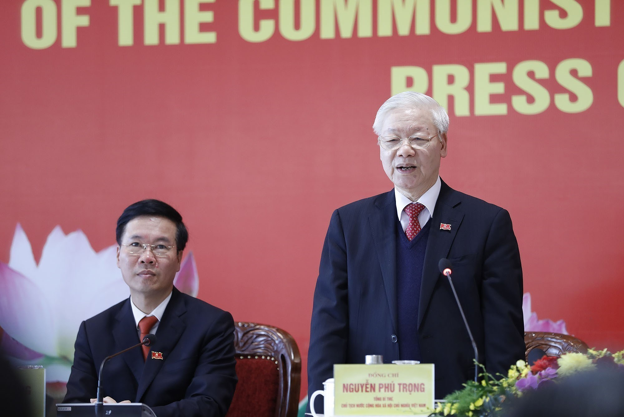 Party General Secretary hosts press briefing on congress's success hinh anh 1