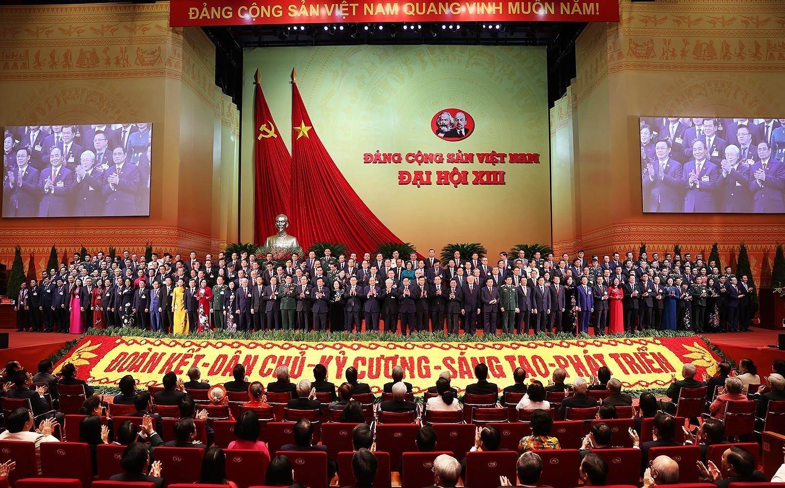 Newly-elected Party Central Committee makes debut hinh anh 10
