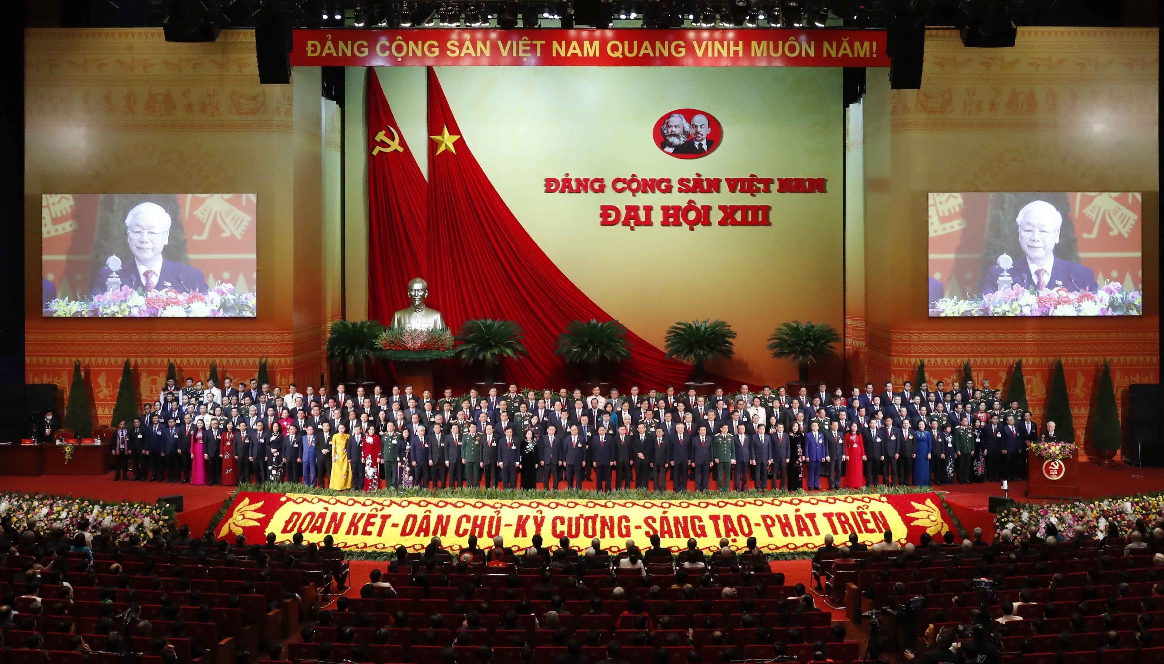 Newly-elected Party Central Committee makes debut hinh anh 8
