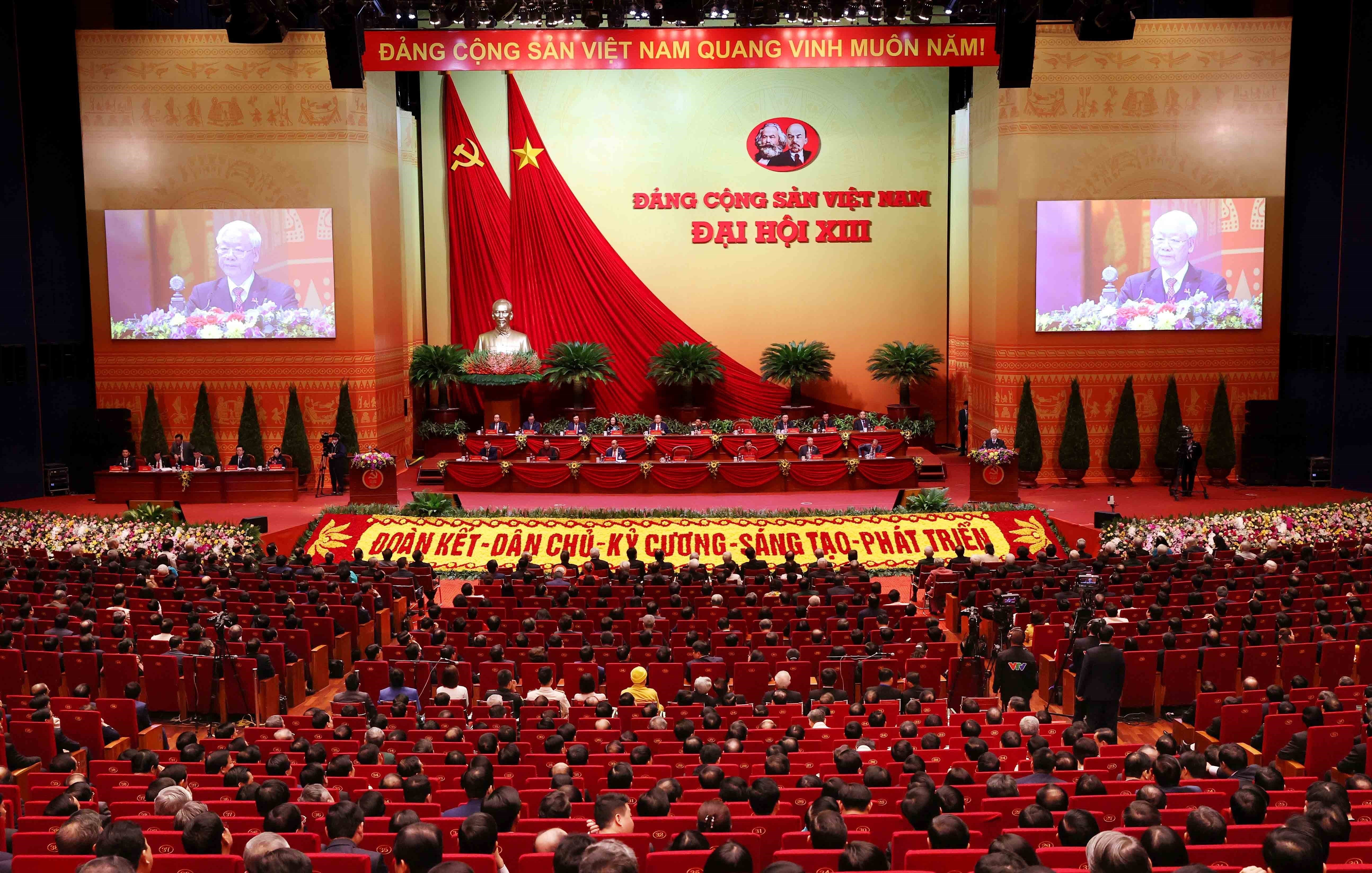Newly-elected Party Central Committee makes debut hinh anh 5