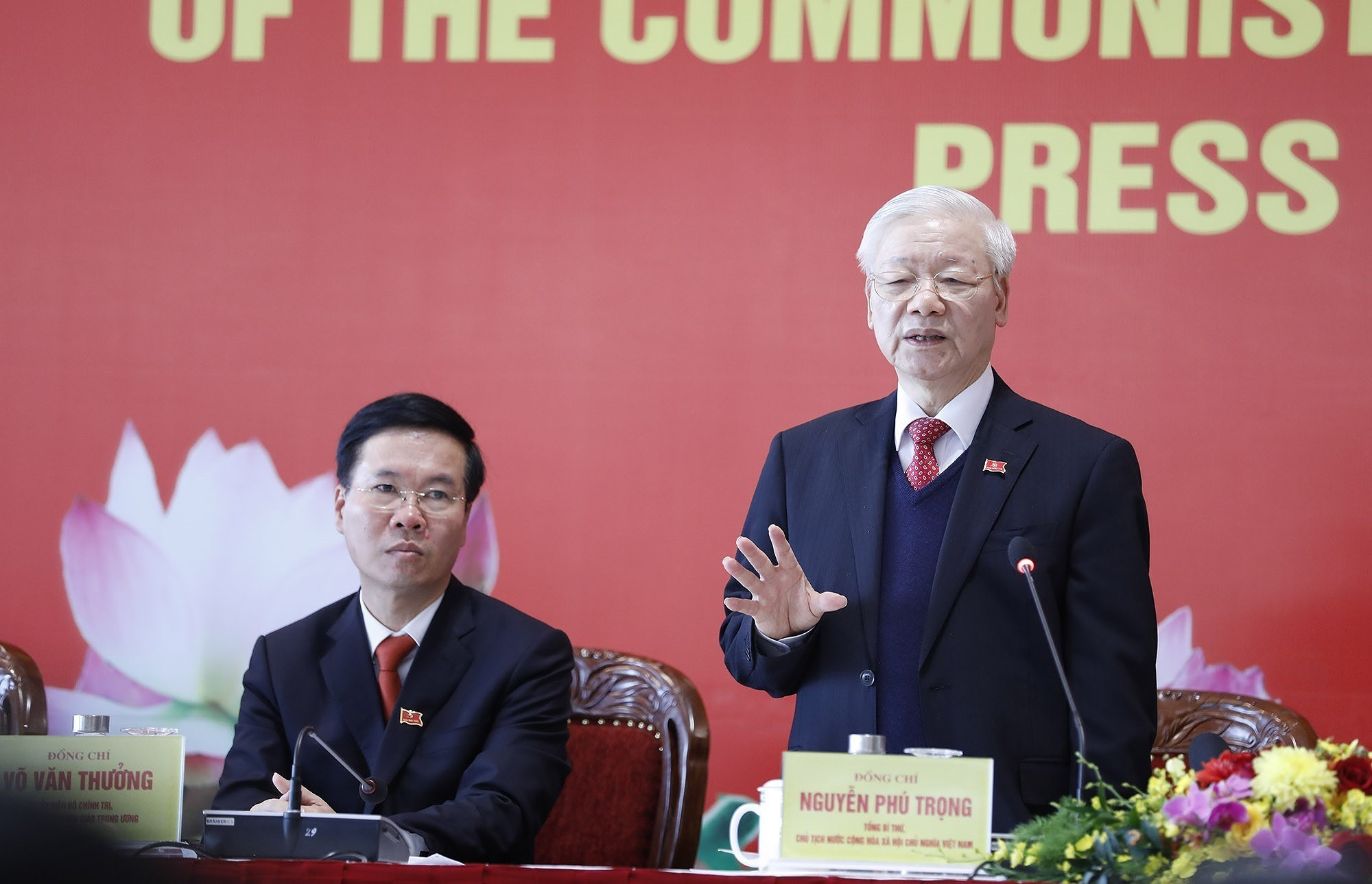 Party General Secretary hosts press briefing on congress's success hinh anh 9
