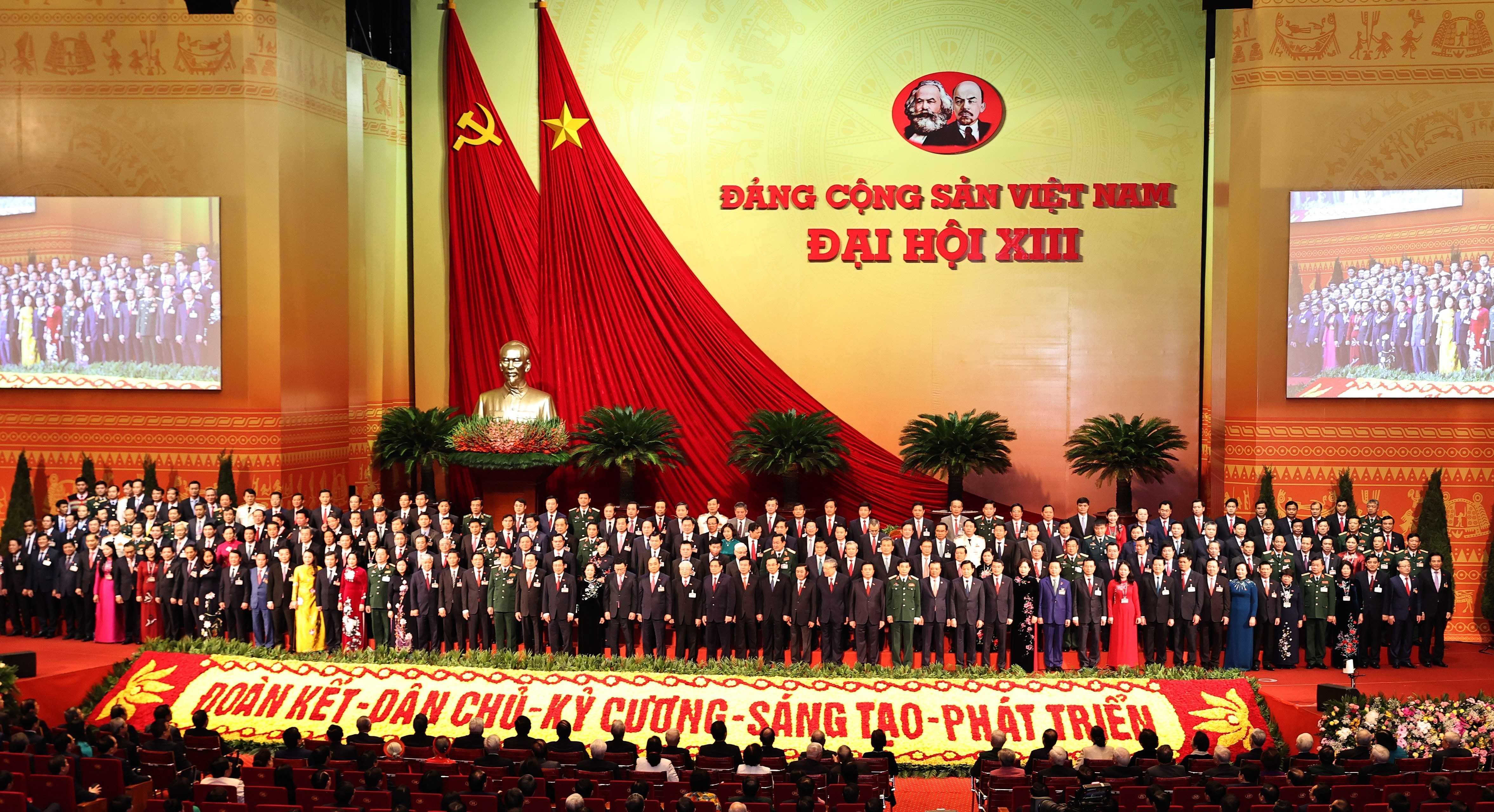 Newly-elected Party Central Committee makes debut hinh anh 2