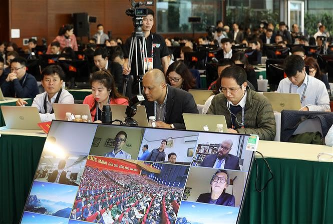 Hundreds of reporters cover 13th National Party Congress' opening ceremony hinh anh 2