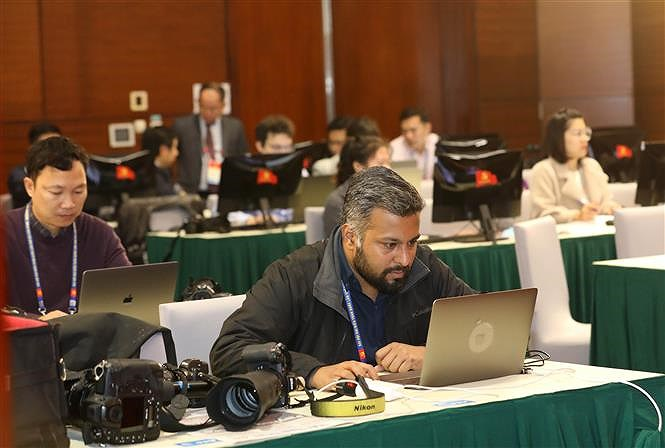 Hundreds of reporters cover 13th National Party Congress' opening ceremony hinh anh 3