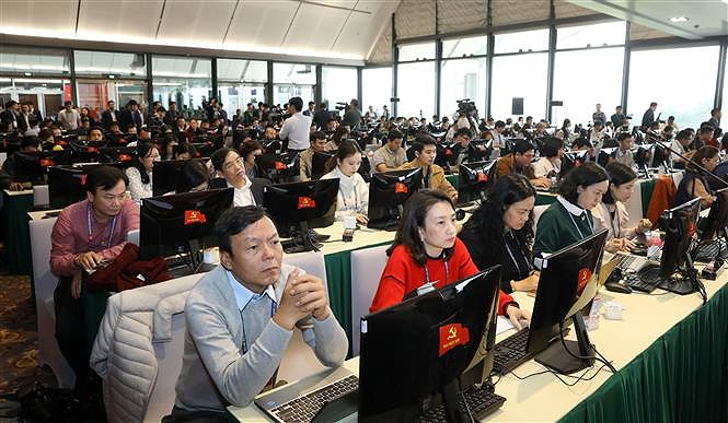 Hundreds of reporters cover 13th National Party Congress' opening ceremony hinh anh 6