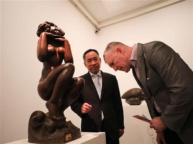 Sculpture exhibition welcomes 'Spring of the Country' hinh anh 1