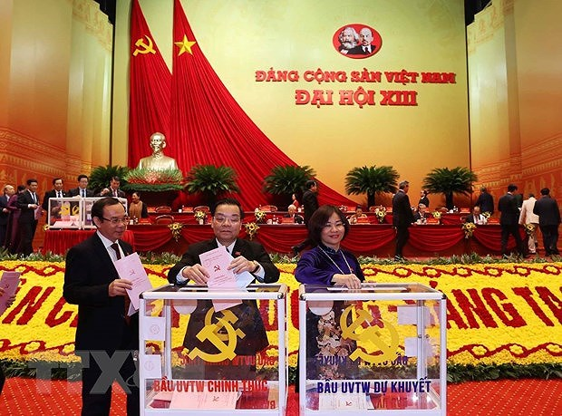Delegates cast ballots to elect 13th tenure Party Central Committee hinh anh 2