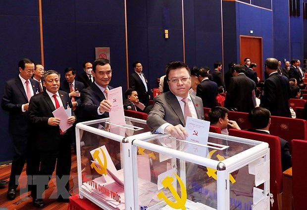 Delegates cast ballots to elect 13th tenure Party Central Committee hinh anh 3