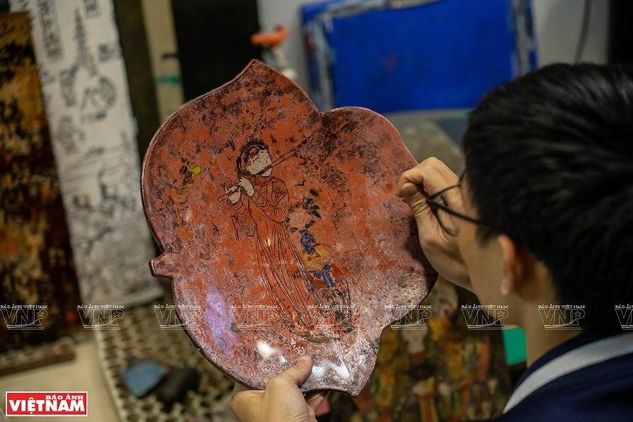 Reviving Hang Trong folk paintings from traditional materials hinh anh 3
