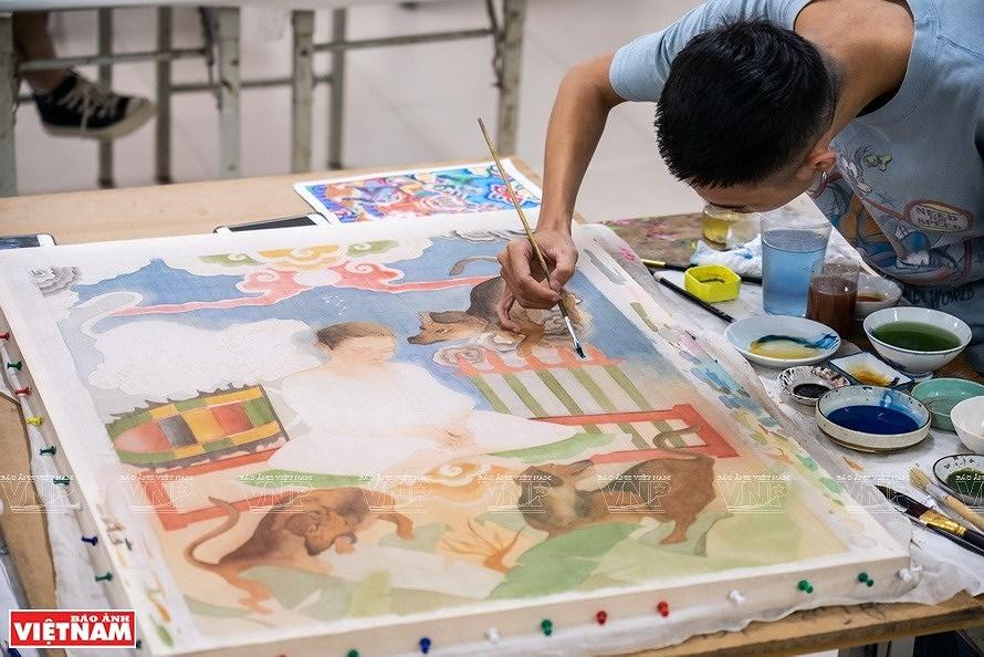 Reviving Hang Trong folk paintings from traditional materials hinh anh 5