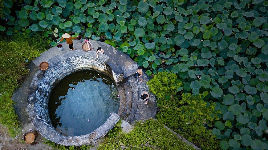 Ancient village well in Hoa Lu former imperial city hinh anh 3