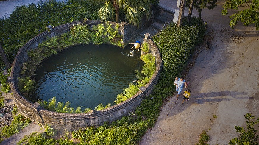 Ancient village well in Hoa Lu former imperial city hinh anh 4
