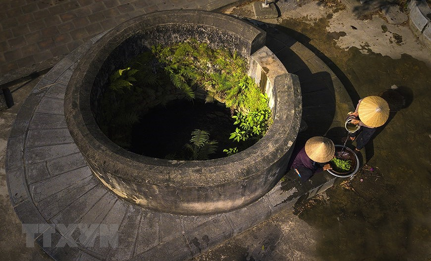 Ancient village well in Hoa Lu former imperial city hinh anh 5