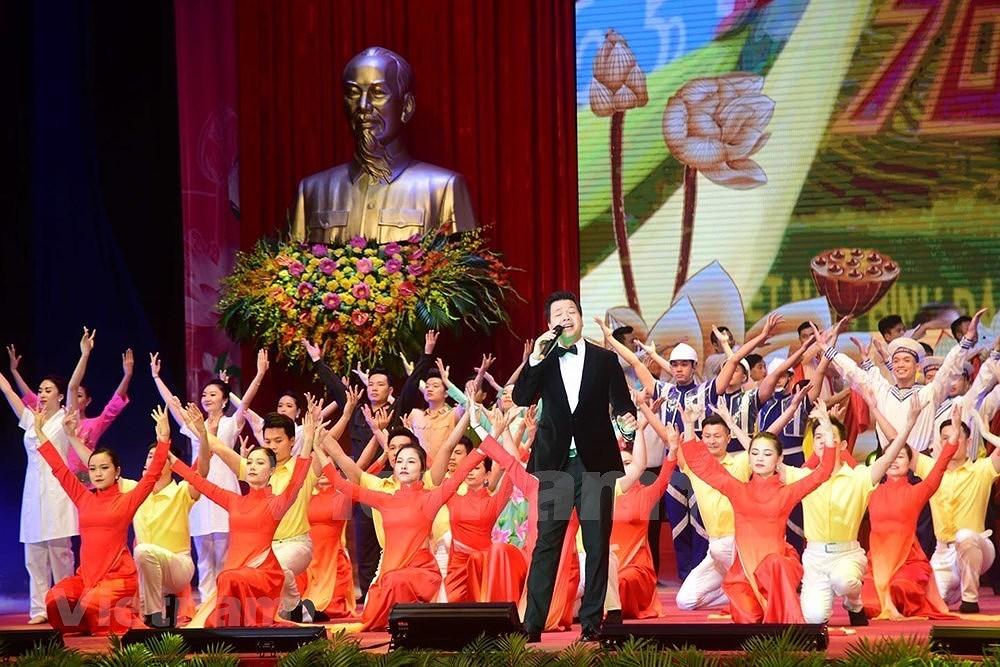 Grand ceremony marks President Ho Chi Minh's birthday hinh anh 17