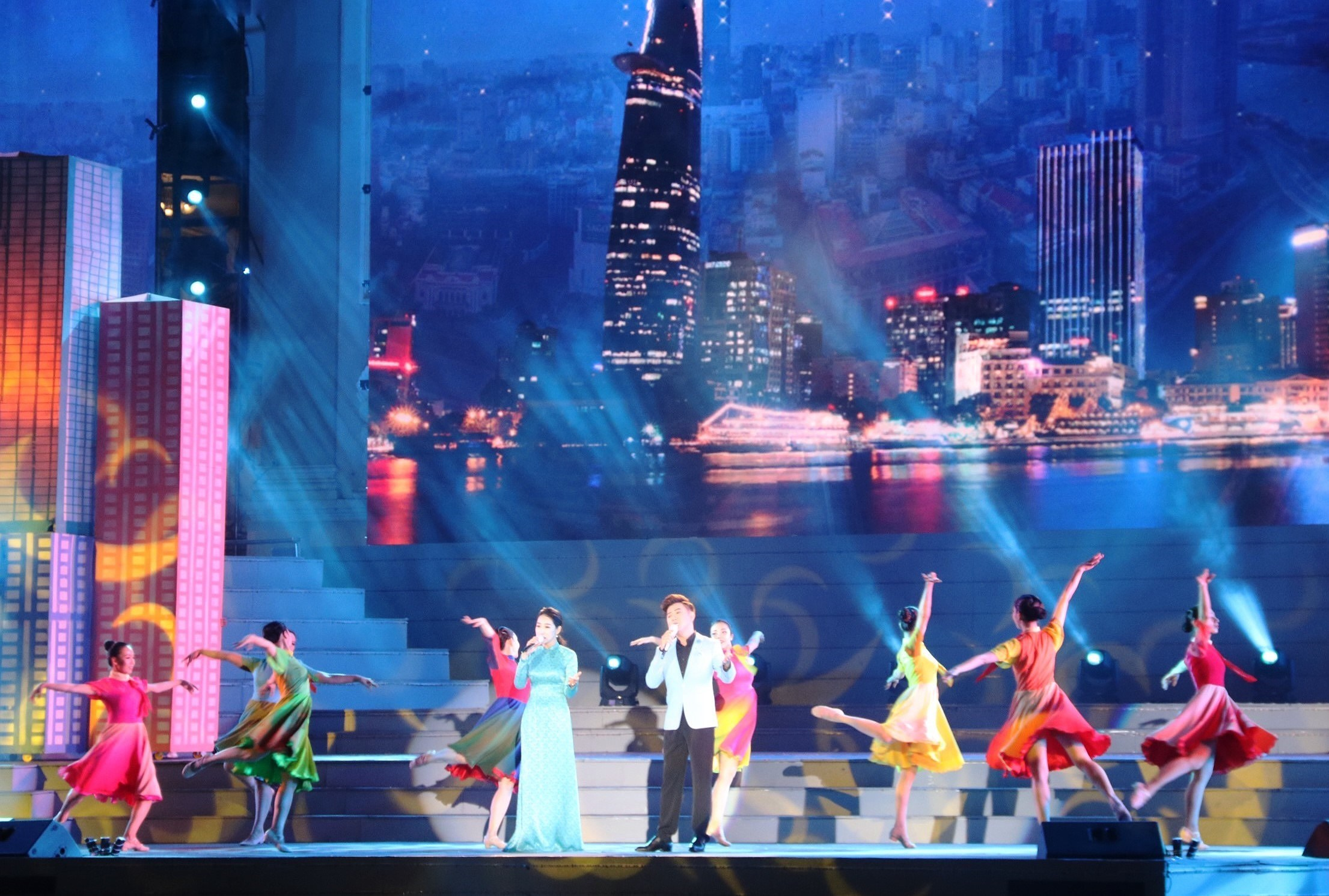 Arts performance celebrates Party founding anniversary hinh anh 1