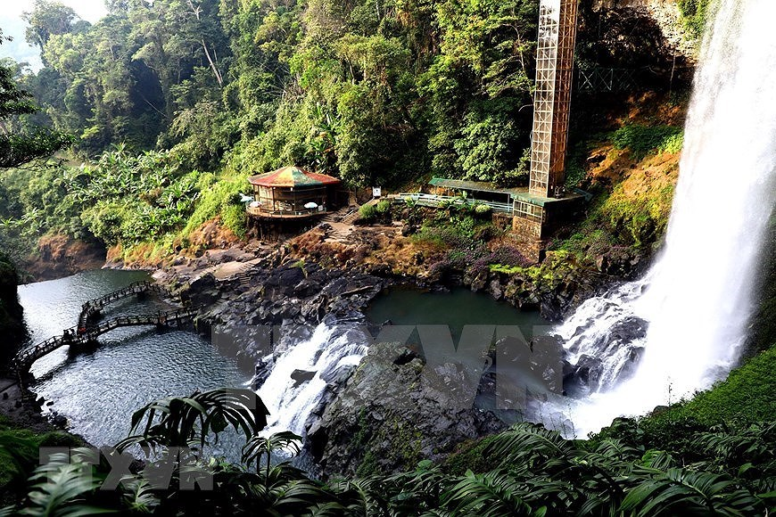Dambri Waterfall - Central Highlands' majestic beauty hinh anh 1