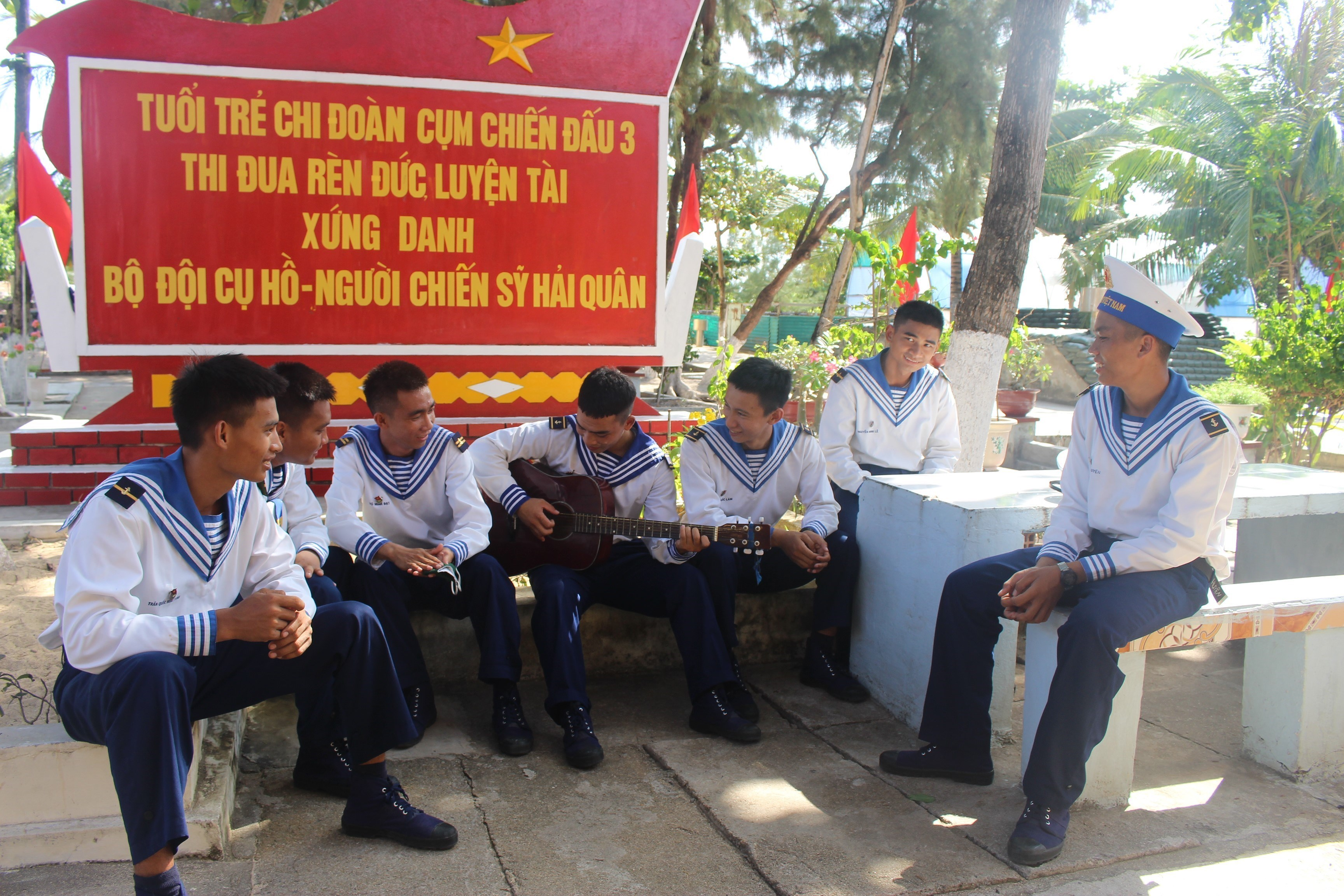 Daily life of naval soldiers in Truong Sa island district hinh anh 2