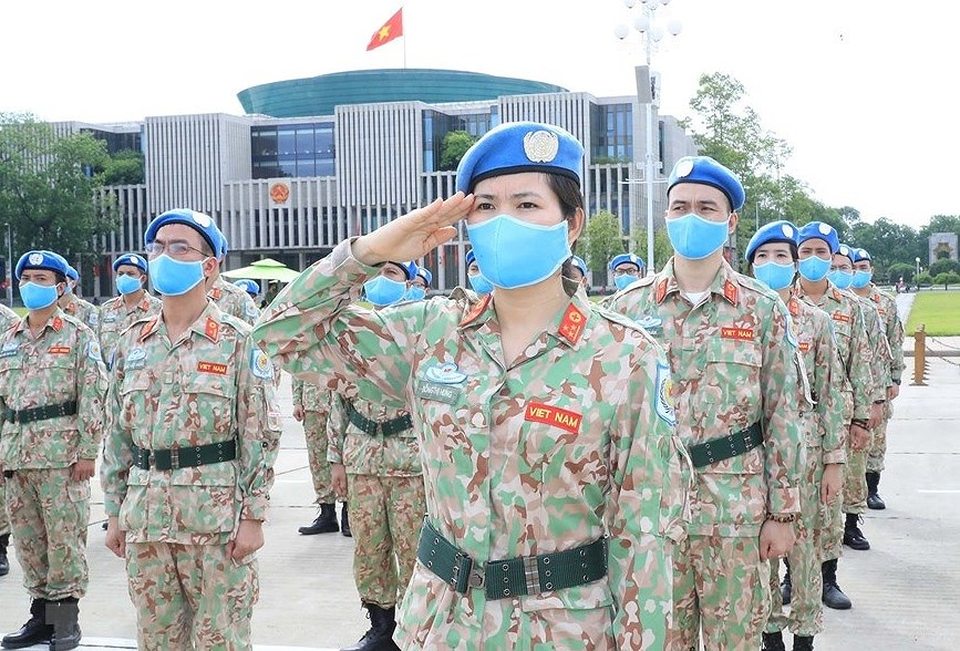 Staff of Level-2 Field Hospital No.2 pay homage to Uncle Ho hinh anh 7